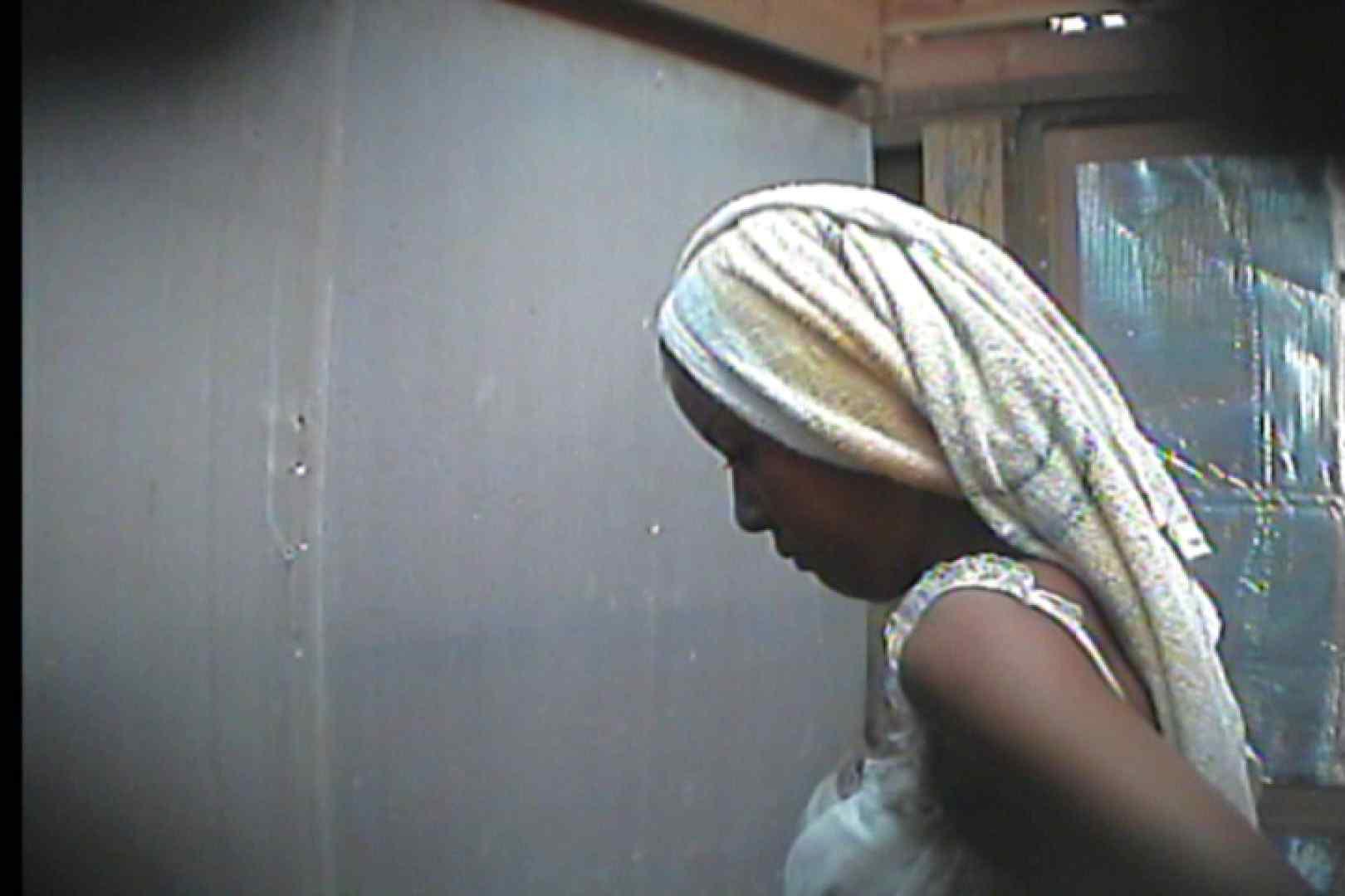 海の家の更衣室 Vol.18 シャワー 覗きオメコ動画キャプチャ 27pic 23