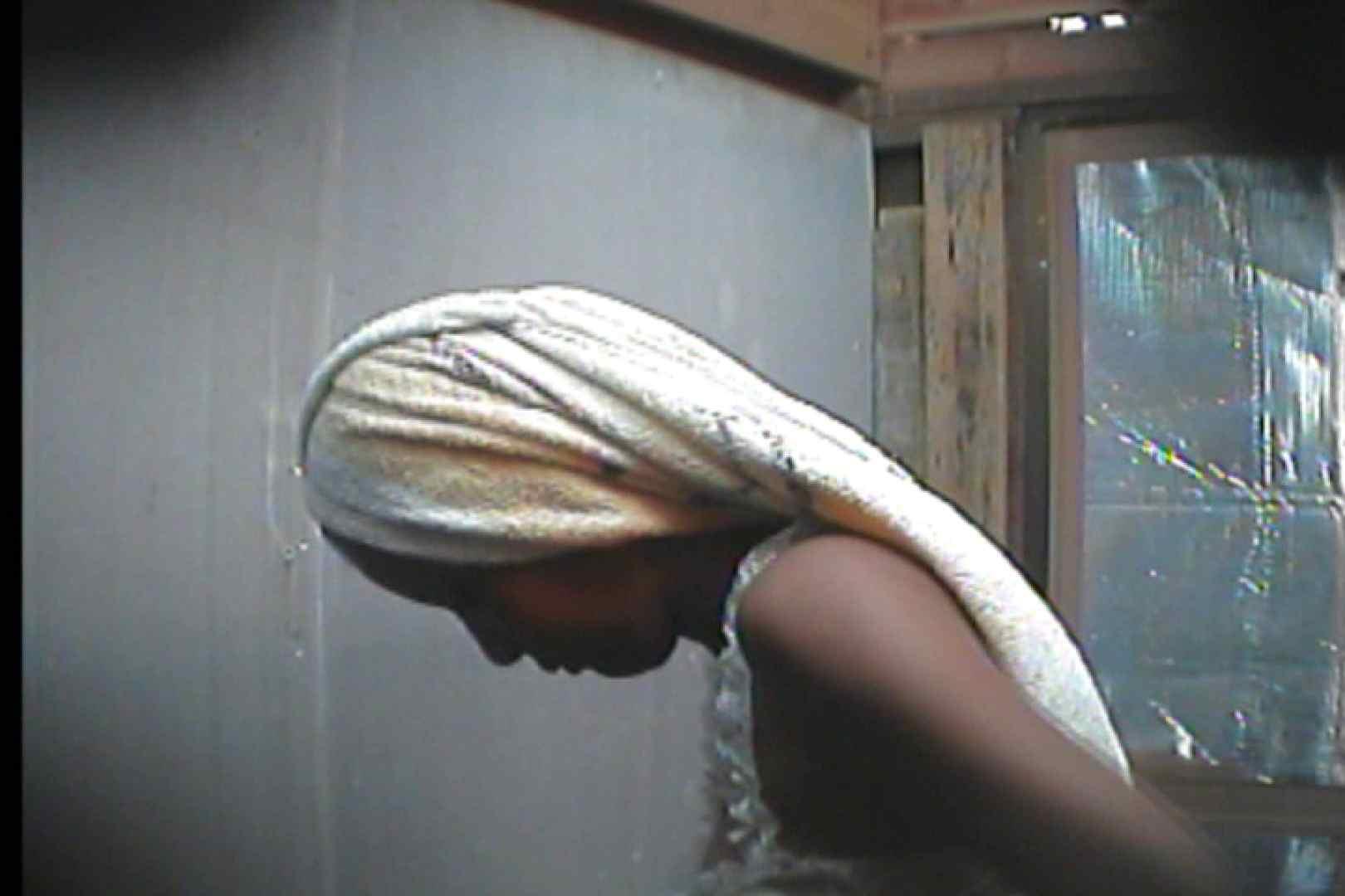 海の家の更衣室 Vol.18 シャワー 覗きオメコ動画キャプチャ 27pic 26