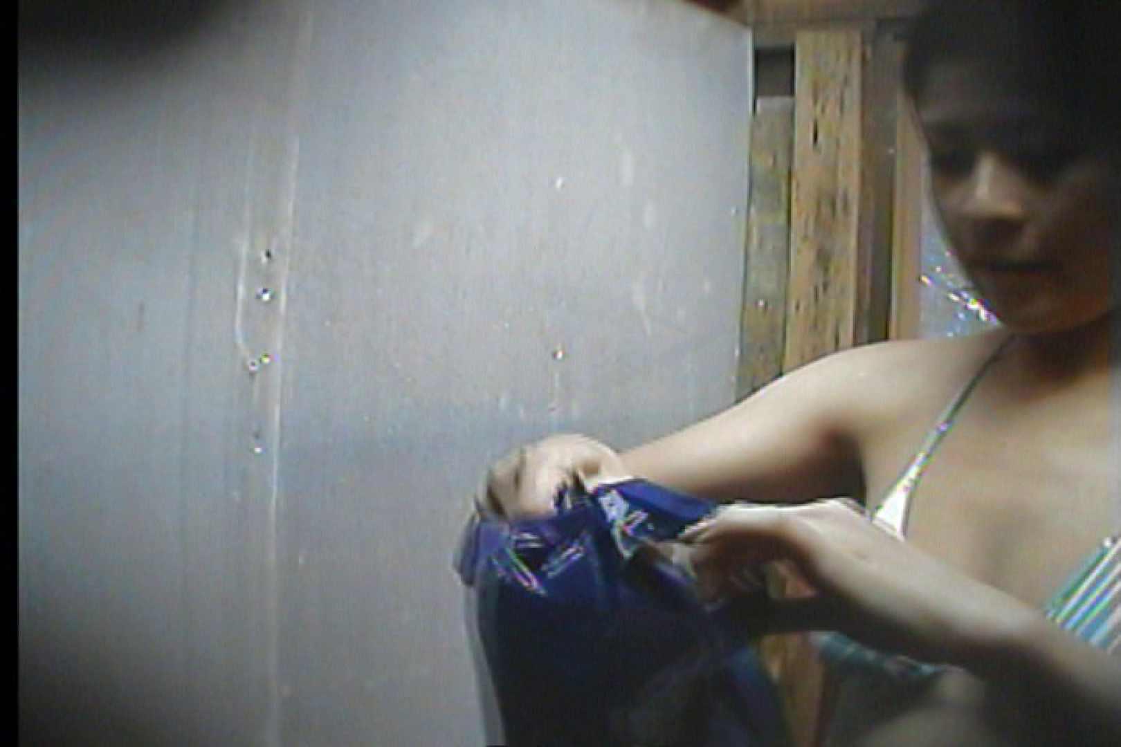 海の家の更衣室 Vol.19 シャワー   OLの実態  35pic 1