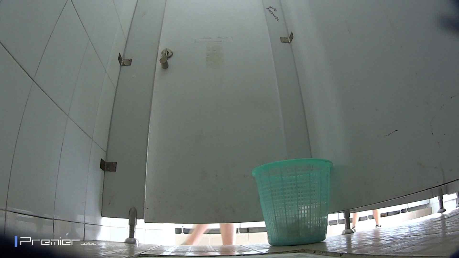 美しい女良たちのトイレ事情 有名大学休憩時間の洗面所事情06 トイレ 戯れ無修正画像 42pic 14