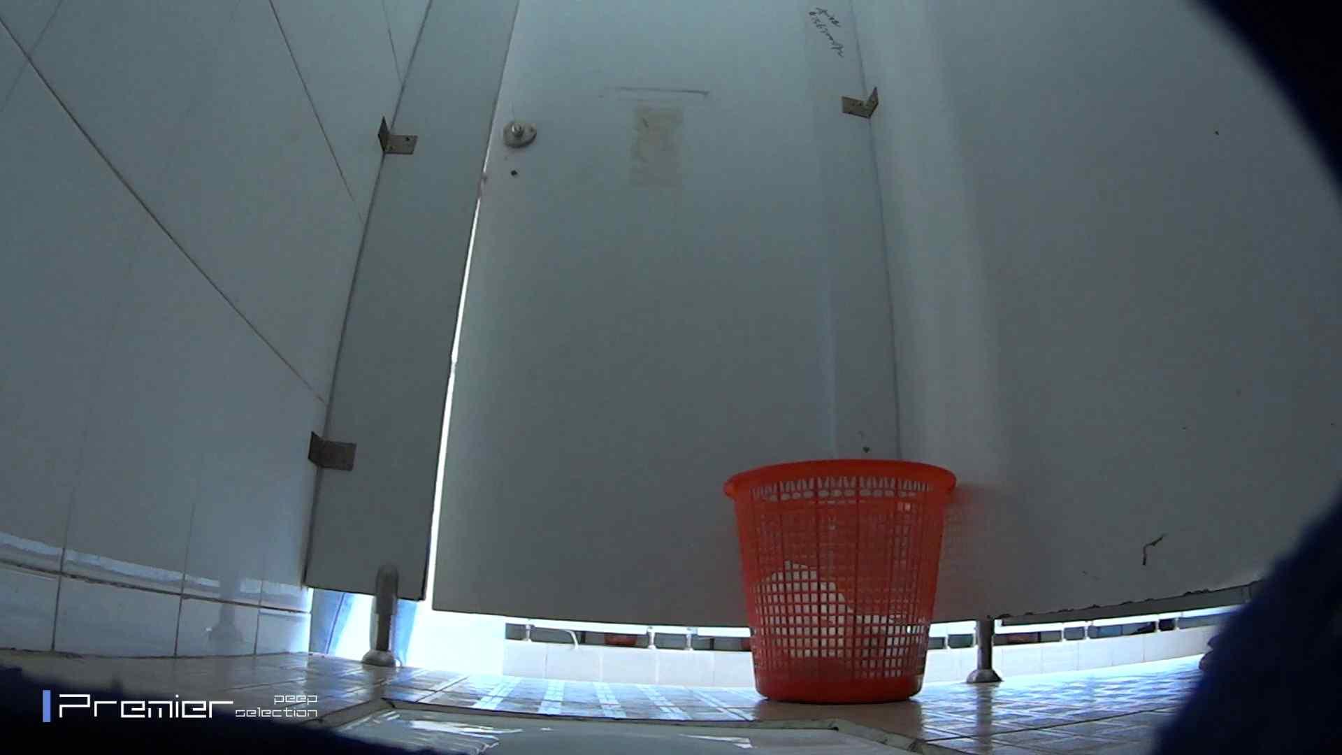 しゃがみながらお尻をクイっ!有名大学休憩時間の洗面所事情10 盗撮 オマンコ無修正動画無料 43pic 2