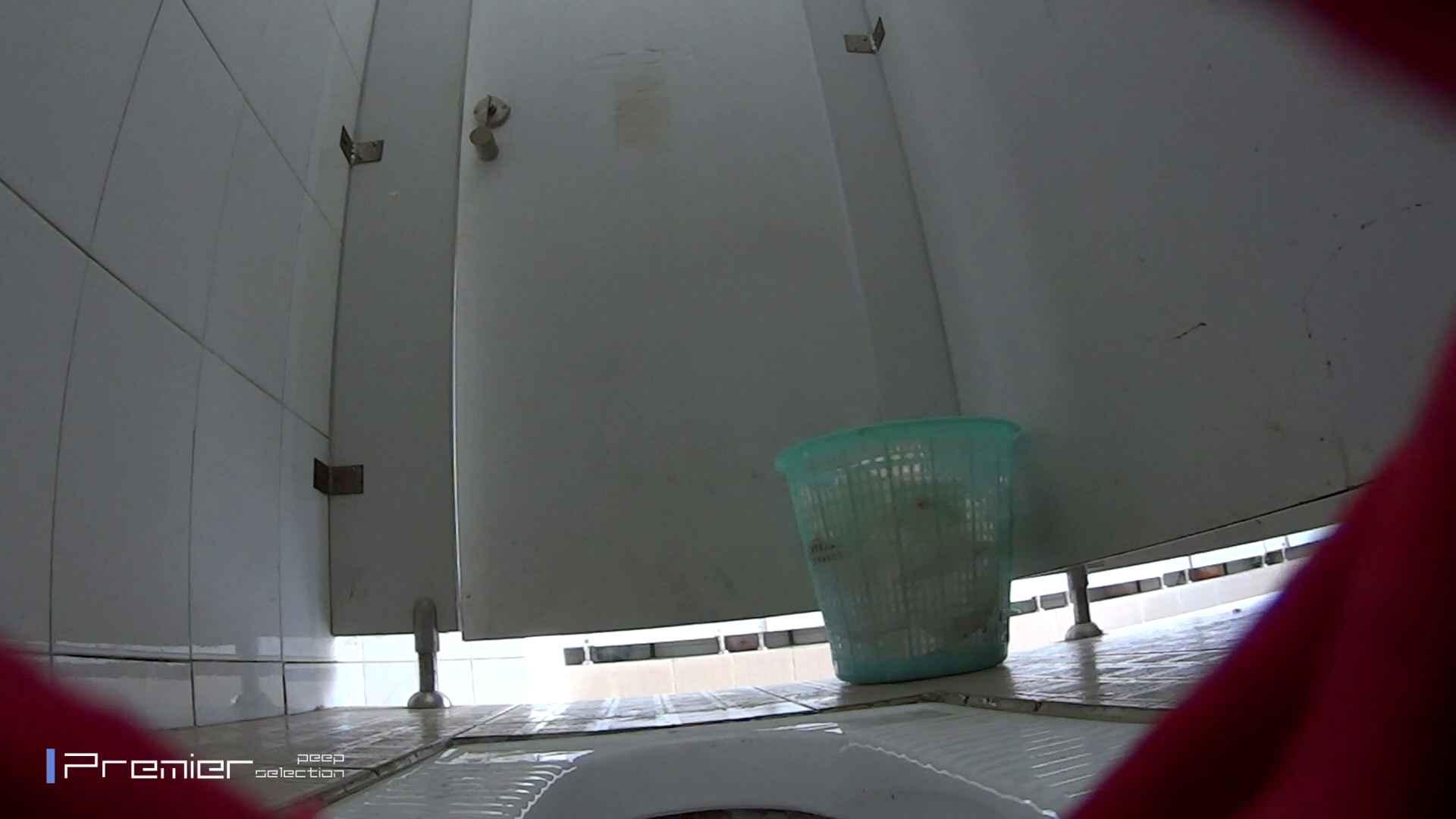 しゃがみながらお尻をクイっ!有名大学休憩時間の洗面所事情10 盗撮 オマンコ無修正動画無料 43pic 22