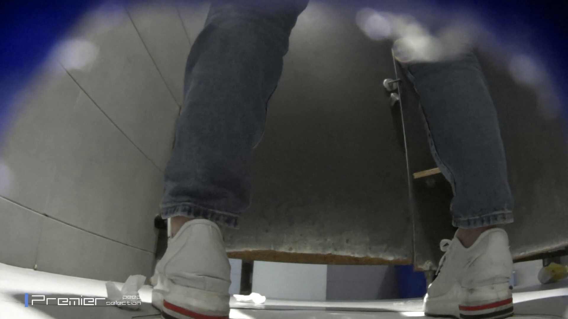 熟女の洗面所 若い子もいます。大学休憩時間の洗面所事情68 お姉さん 隠し撮りオマンコ動画紹介 35pic 13