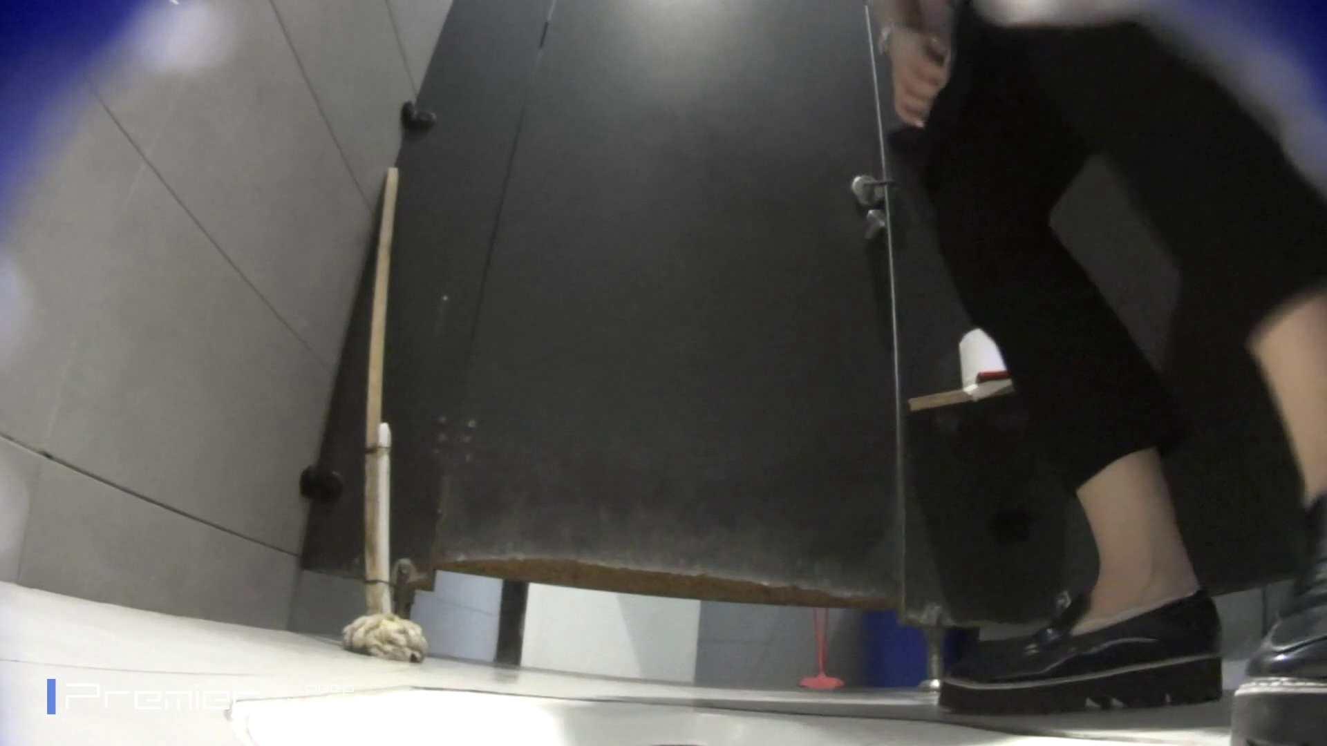 トイレットペーパーを握りしめ個室に入る乙女 大学休憩時間の洗面所事情83 盗撮 エロ画像 99pic 23