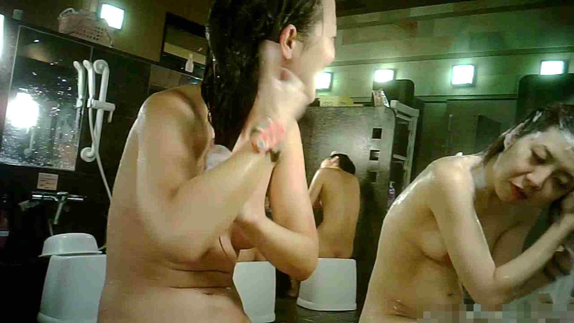 No.2 洗い場!!小学校からの仲良しといった普通な感じが高評価 銭湯 覗きおまんこ画像 66pic 26