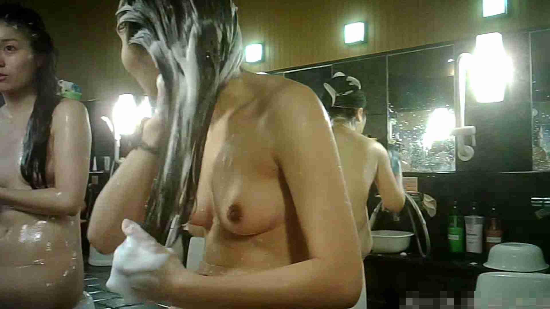 No.3 洗い場!!手前の嬢、特徴的な顔とコンパクトなおっぱい。 銭湯 | おっぱい特集  88pic 22