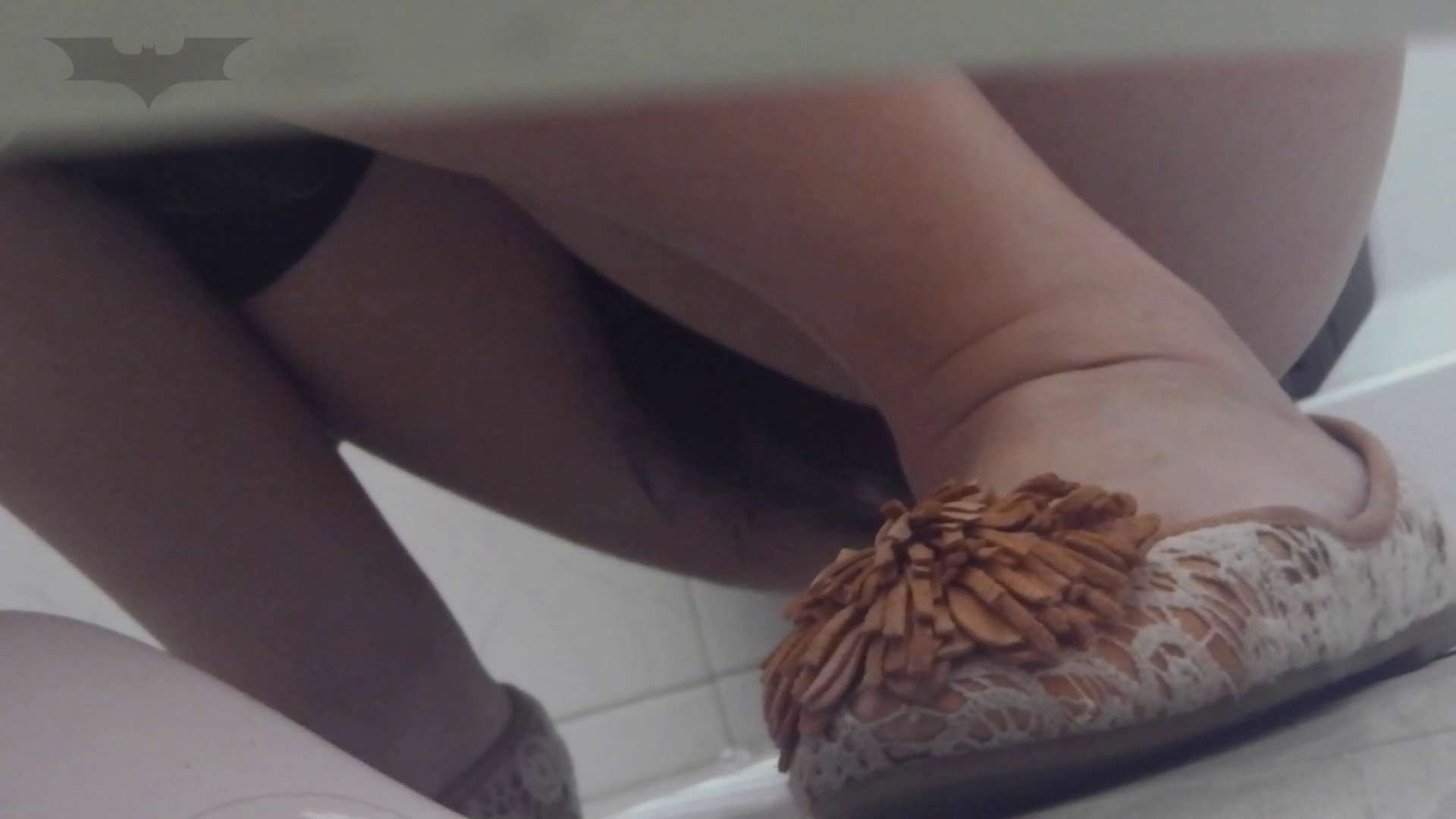 潜入!!台湾名門女学院 Vol.02 必見!中腰で「大」途中筋力の限界に・・・。 OLの実態 盗撮動画紹介 101pic 78