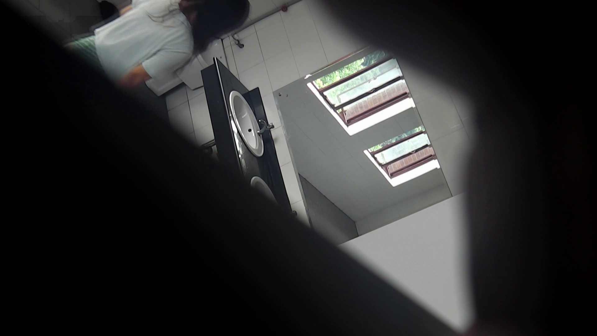 潜入!!台湾名門女学院 Vol.03 「中の中」と言ったところです。 盗撮 エロ無料画像 51pic 35