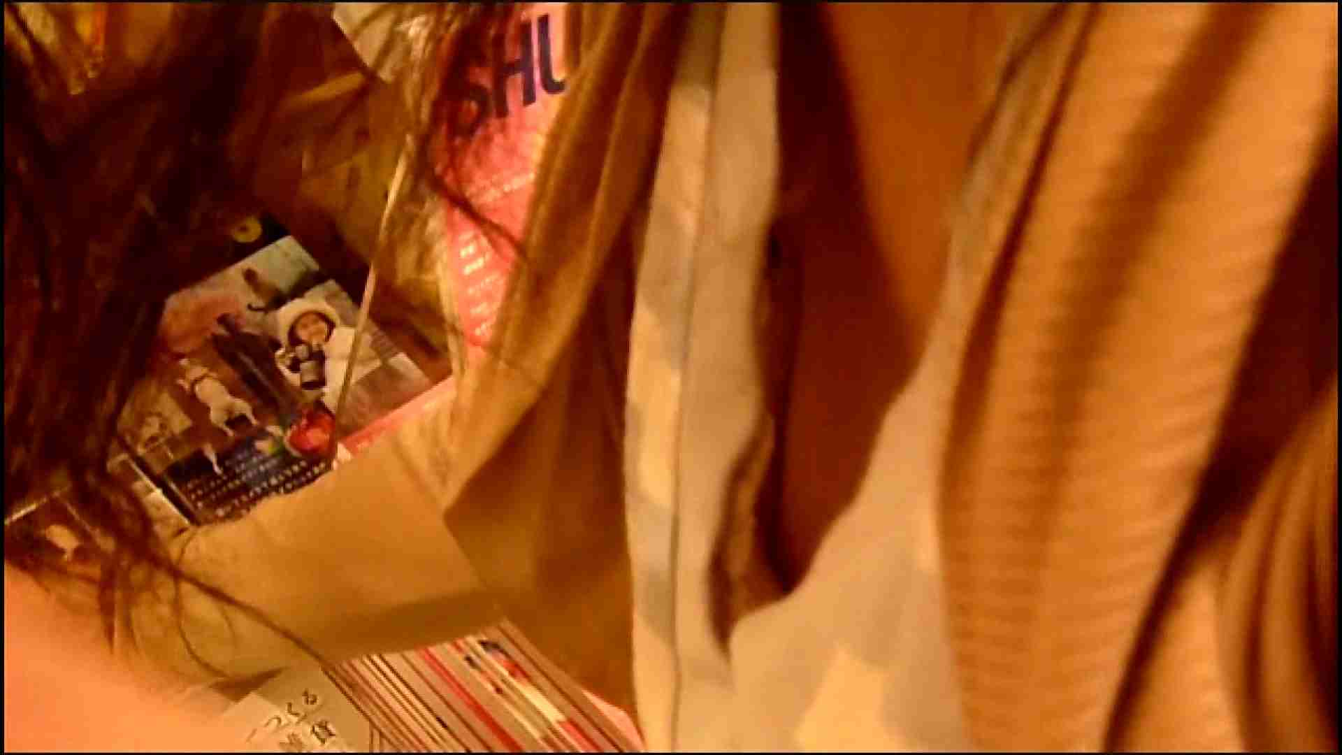 NO.3 某イオNN店内のエレベーター前でケータイに夢中な女の子 チラ | 胸チラ  82pic 9