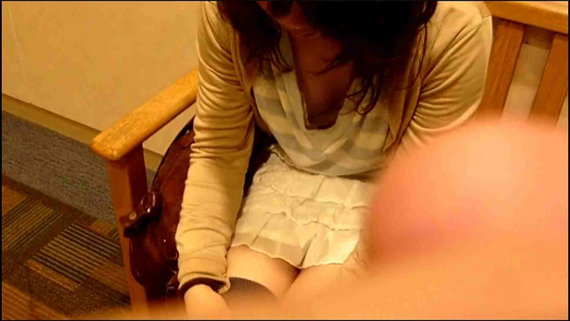 NO.3 某イオNN店内のエレベーター前でケータイに夢中な女の子 チラ | 胸チラ  82pic 23