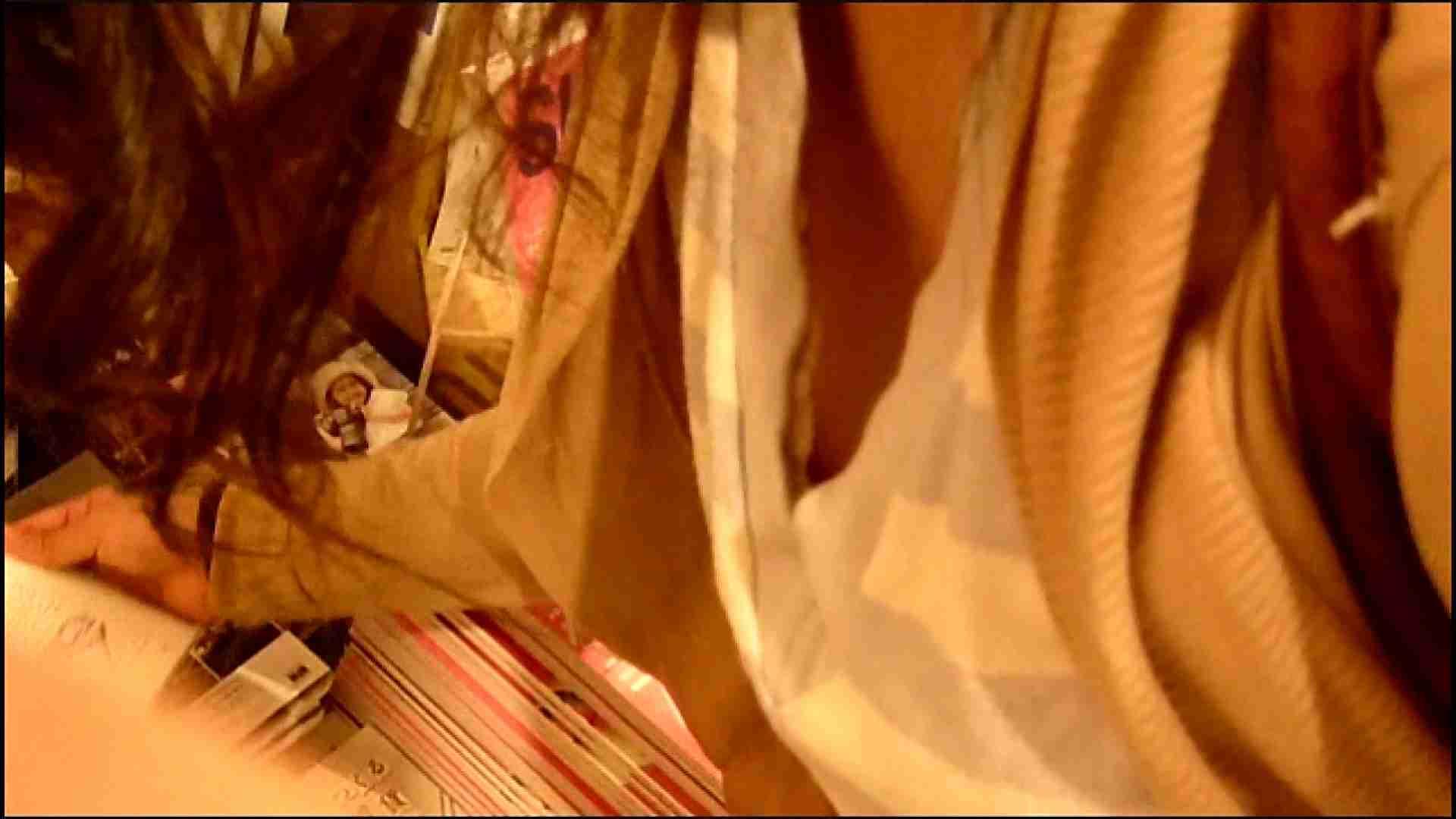 NO.3 某イオNN店内のエレベーター前でケータイに夢中な女の子 チラ | 胸チラ  82pic 67