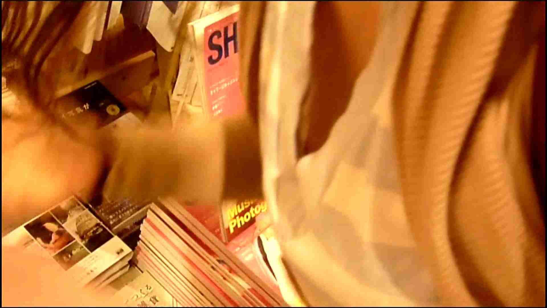 NO.3 某イオNN店内のエレベーター前でケータイに夢中な女の子 チラ | 胸チラ  82pic 71