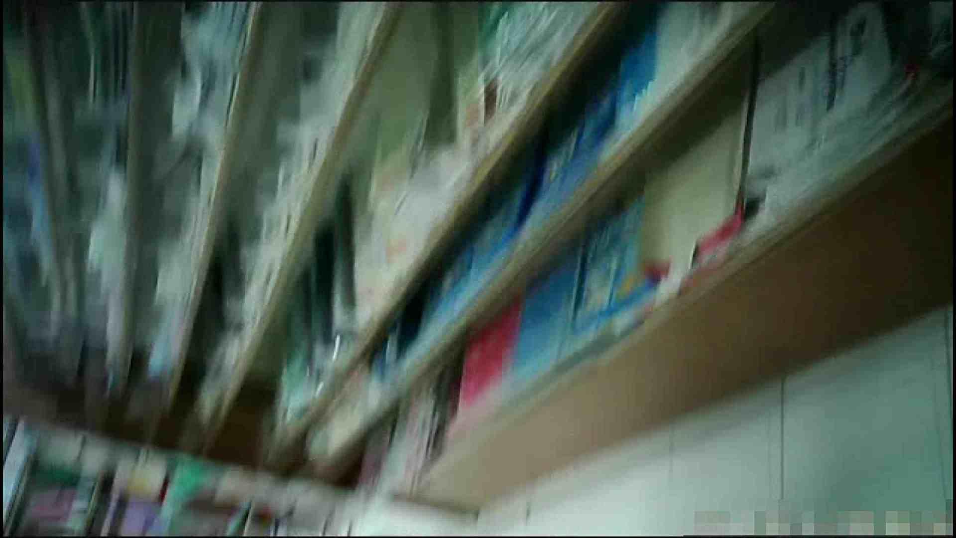 NO.4 開店直後の100円ショップにいたお女市さん 胸チラ  45pic 2