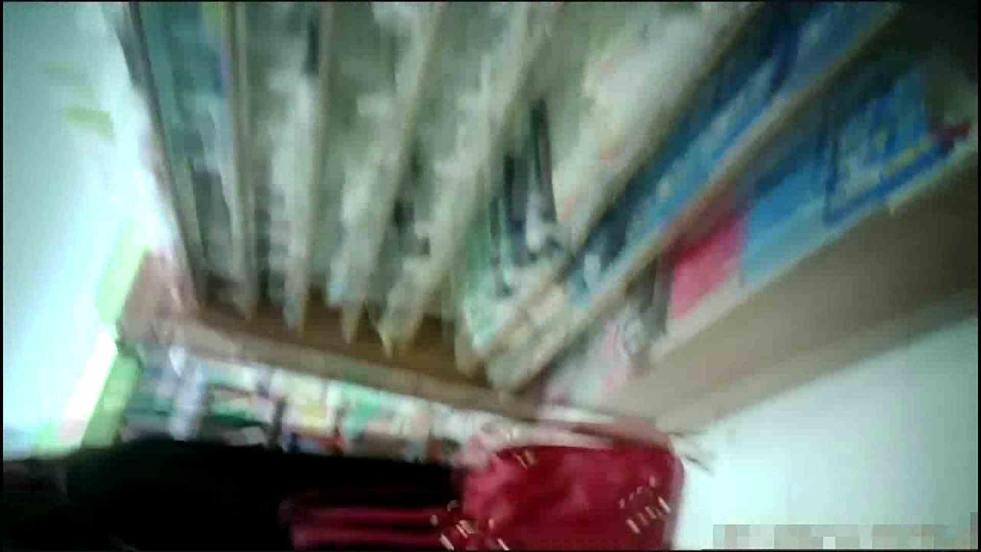 NO.4 開店直後の100円ショップにいたお女市さん 胸チラ | チラ  45pic 3