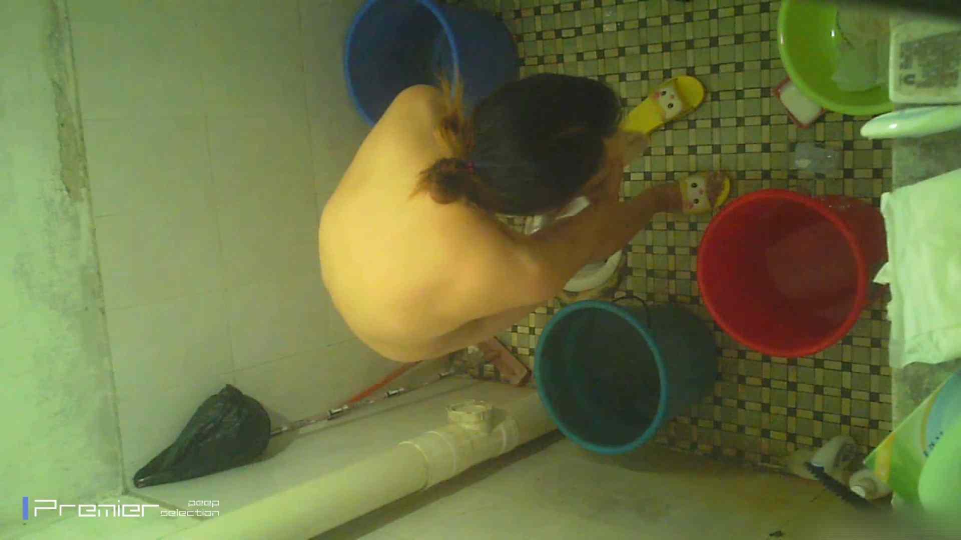 美女の痴態に密着!洗面所で入浴!  パンチラ放出 | 潜入  78pic 36