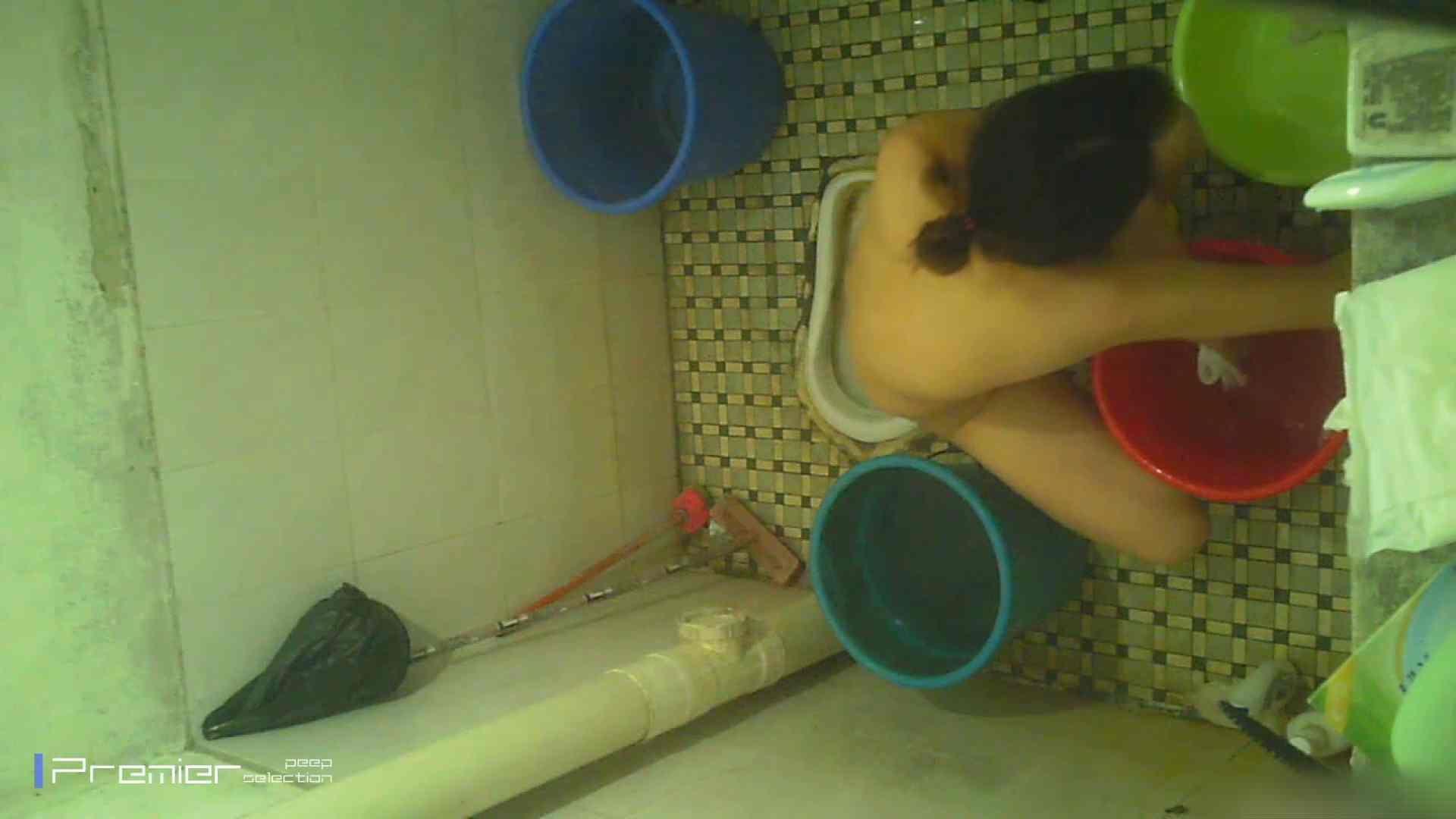 美女の痴態に密着!洗面所で入浴!  パンチラ放出 | 潜入  78pic 43