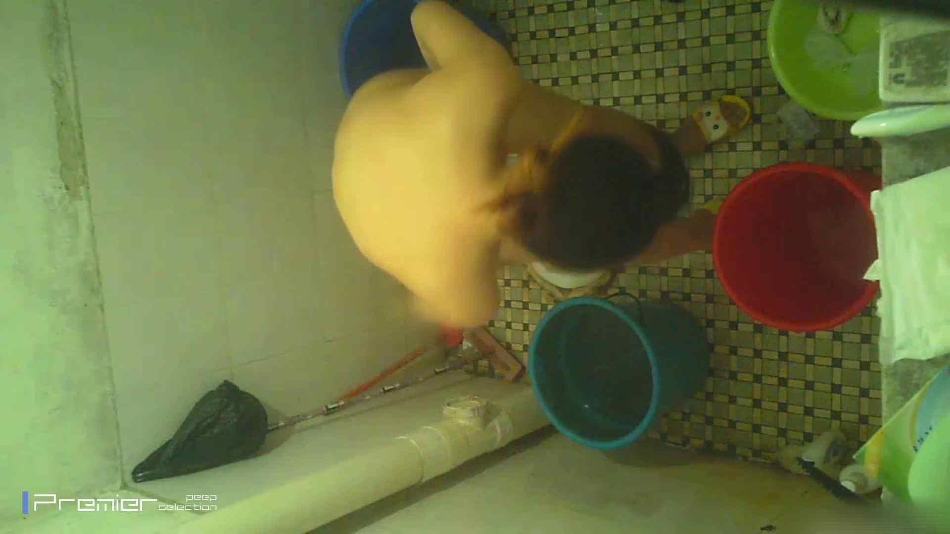 美女の痴態に密着!洗面所で入浴!  パンチラ放出 | 潜入  78pic 71