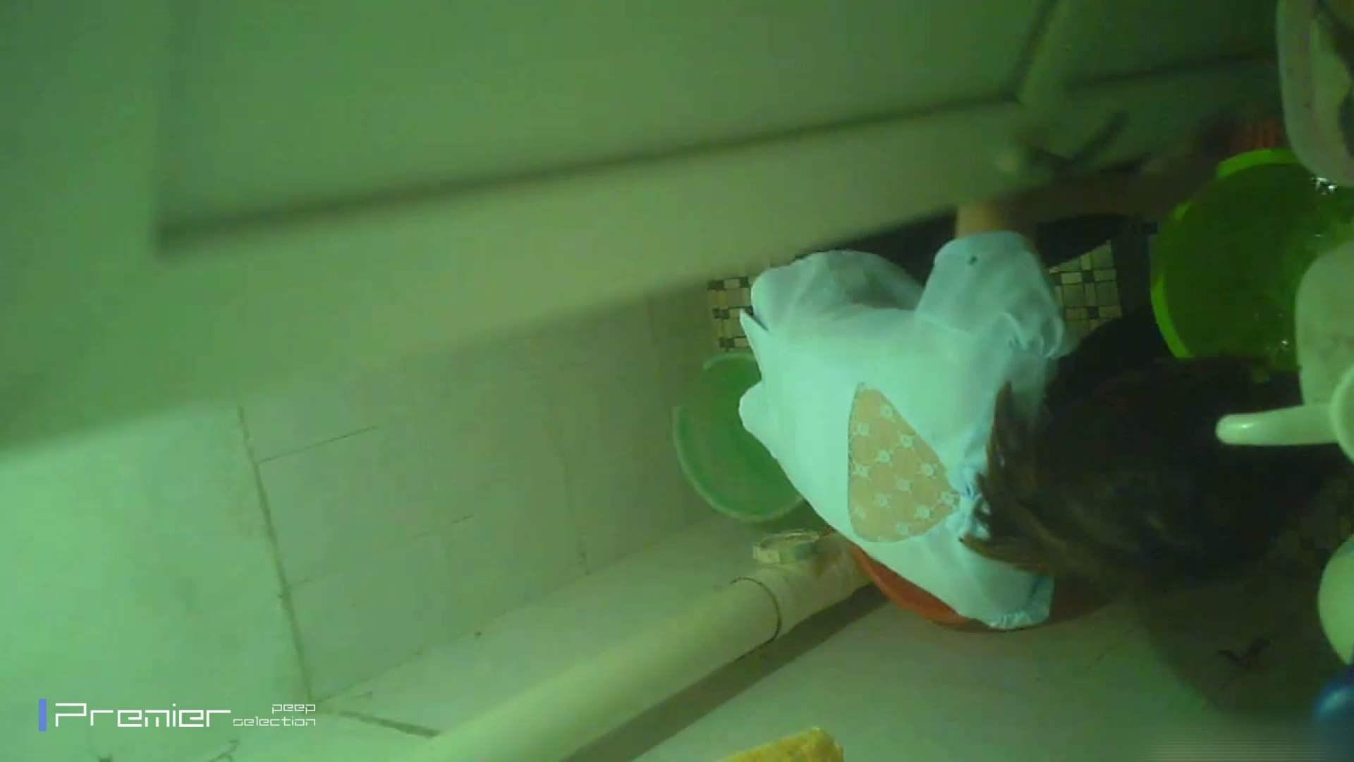 美女の痴態に密着!洗面所で体を洗う!絶世の美女 Vol.06 パンチラ放出  41pic 14