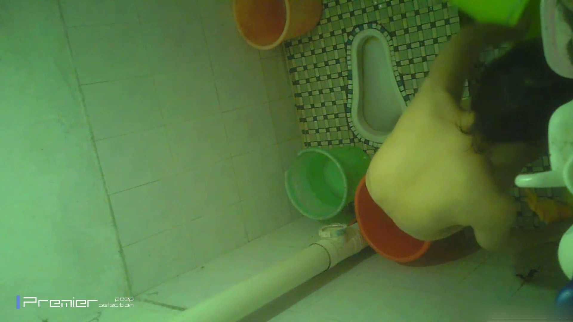 美女の痴態に密着!洗面所で体を洗う!絶世の美女 Vol.06 パンチラ放出  41pic 35