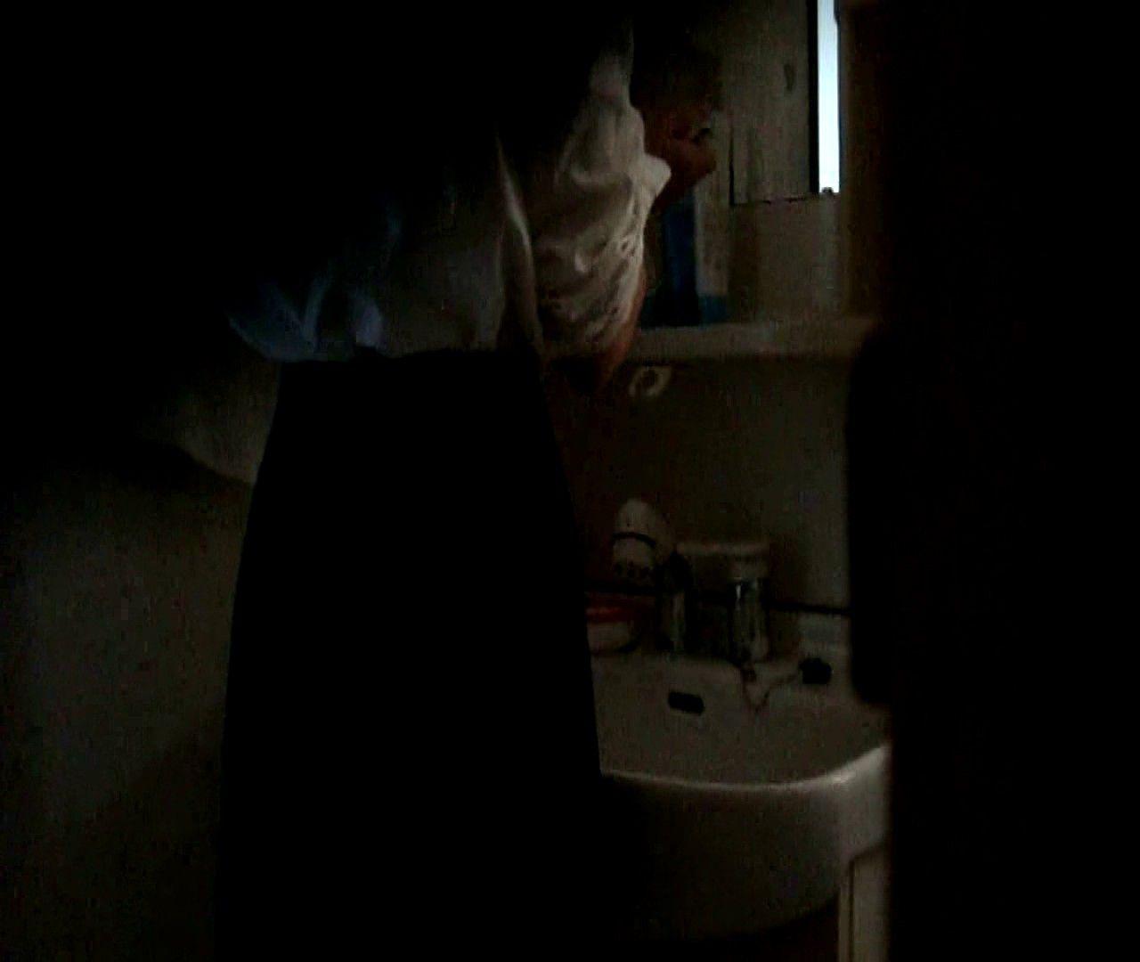 vol.5 まどかが帰宅後の洗顔後にブラを洗ってます。 OLの実態 | 0  18pic 1