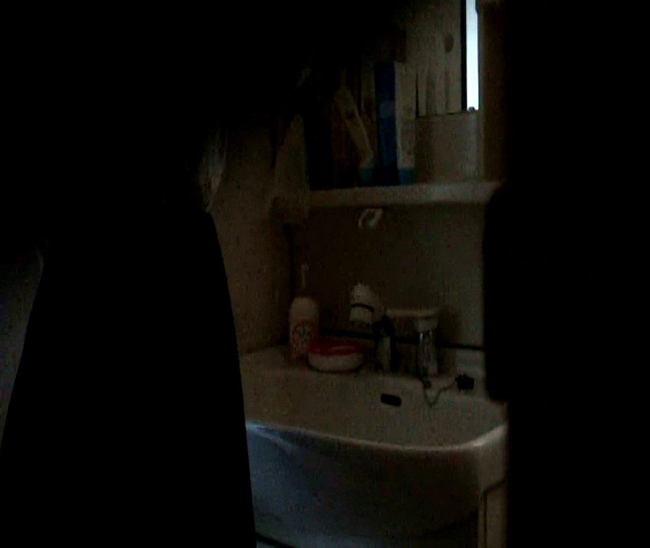 vol.5 まどかが帰宅後の洗顔後にブラを洗ってます。 OLの実態  18pic 2