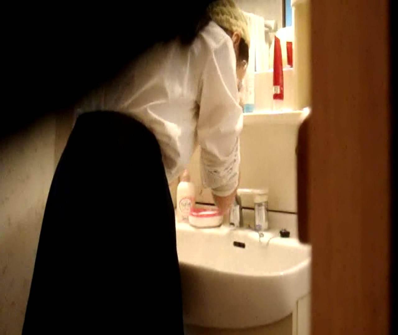vol.5 まどかが帰宅後の洗顔後にブラを洗ってます。 OLの実態 | 0  18pic 11