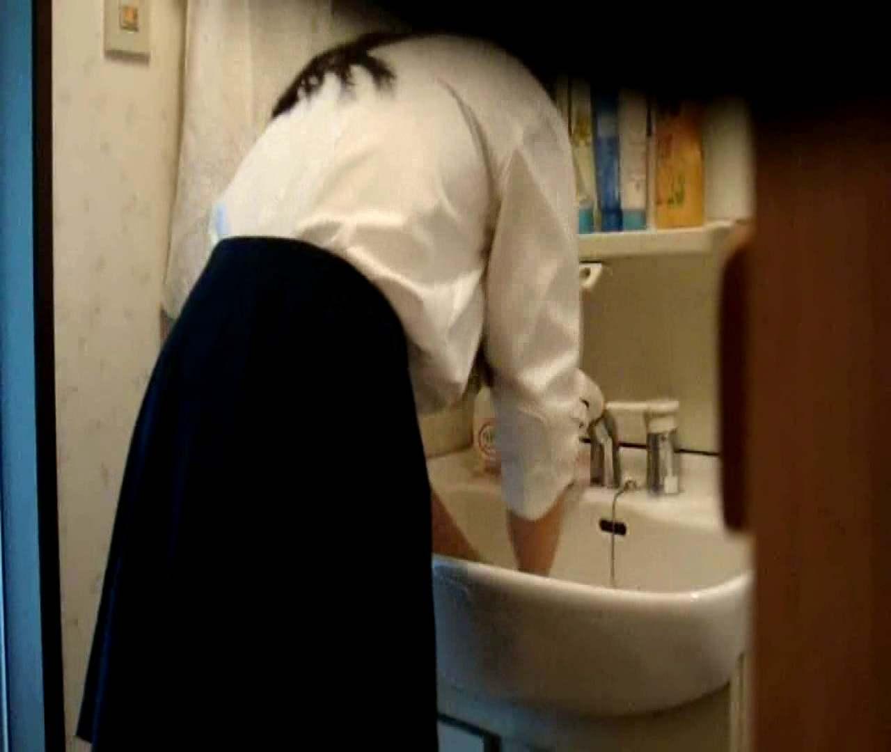 vol.5 まどかが帰宅後の洗顔後にブラを洗ってます。 OLの実態  18pic 14