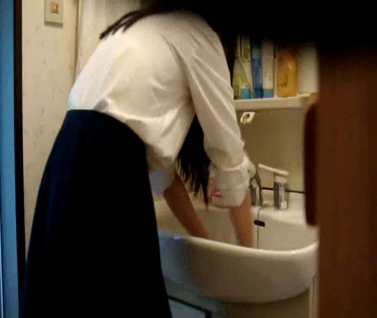 vol.5 まどかが帰宅後の洗顔後にブラを洗ってます。 OLの実態  18pic 16