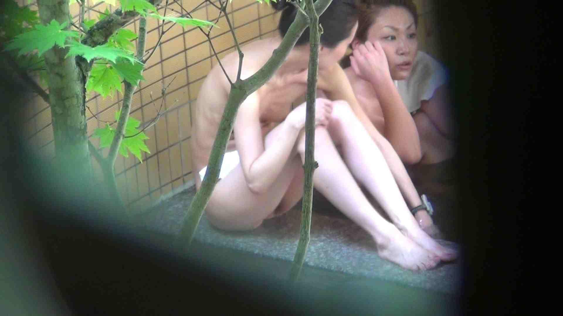 Vol.65 波平陰毛 体育座りで魅惑のチラリ 潜伏露天風呂   OLの実態  42pic 5