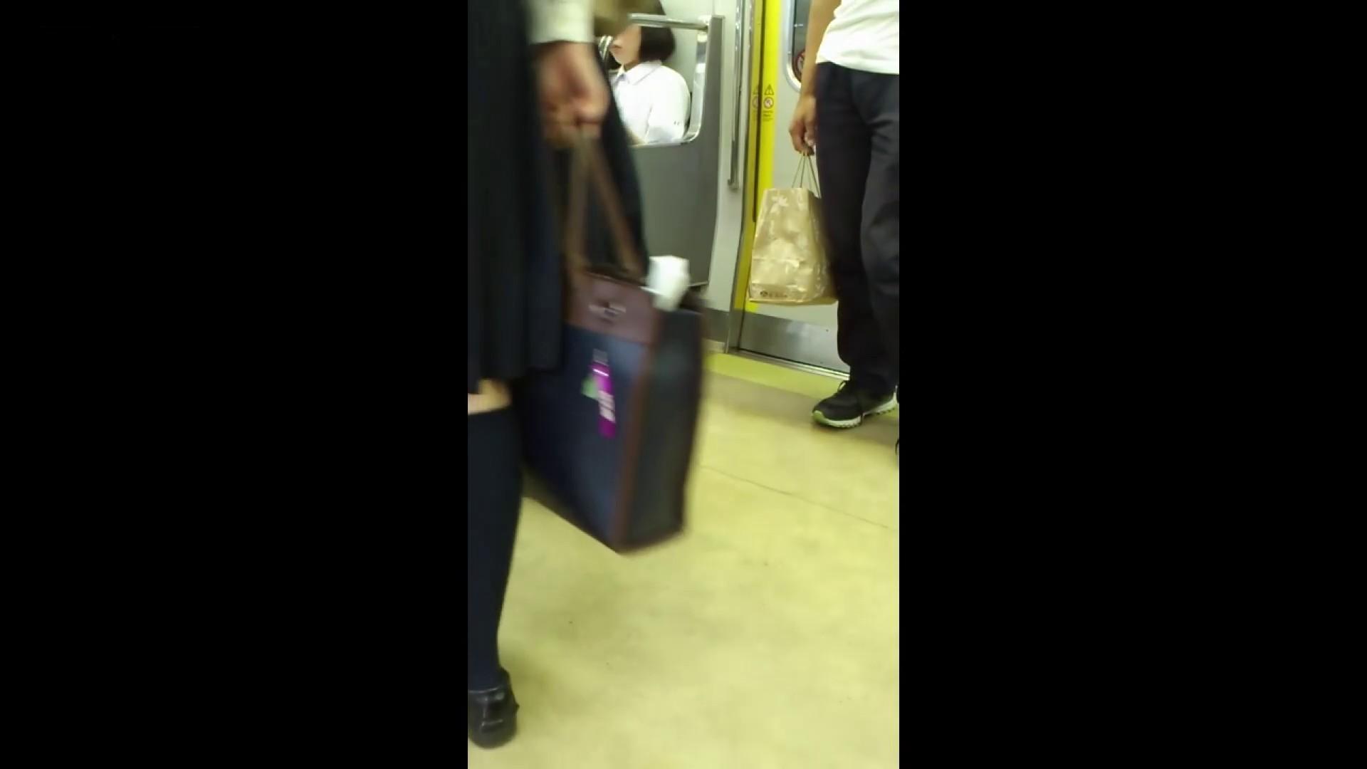 盗撮列車 vol.05 制月反のスカートの中が…見たいです。 期間限定 のぞきおめこ無修正画像 42pic 39