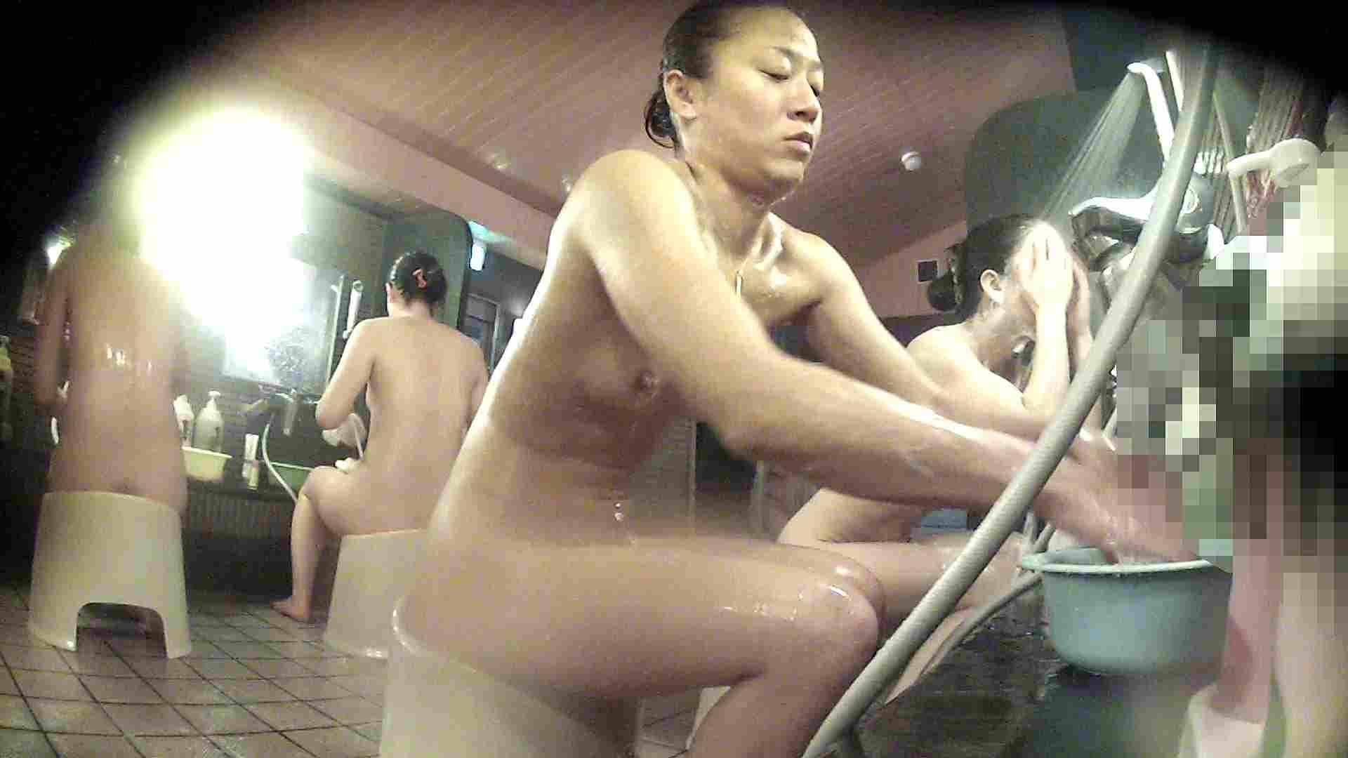 洗い場!対照的な二人!手前の美人さんは若い時遊んでましたね 潜入 盗撮えろ無修正画像 92pic 5