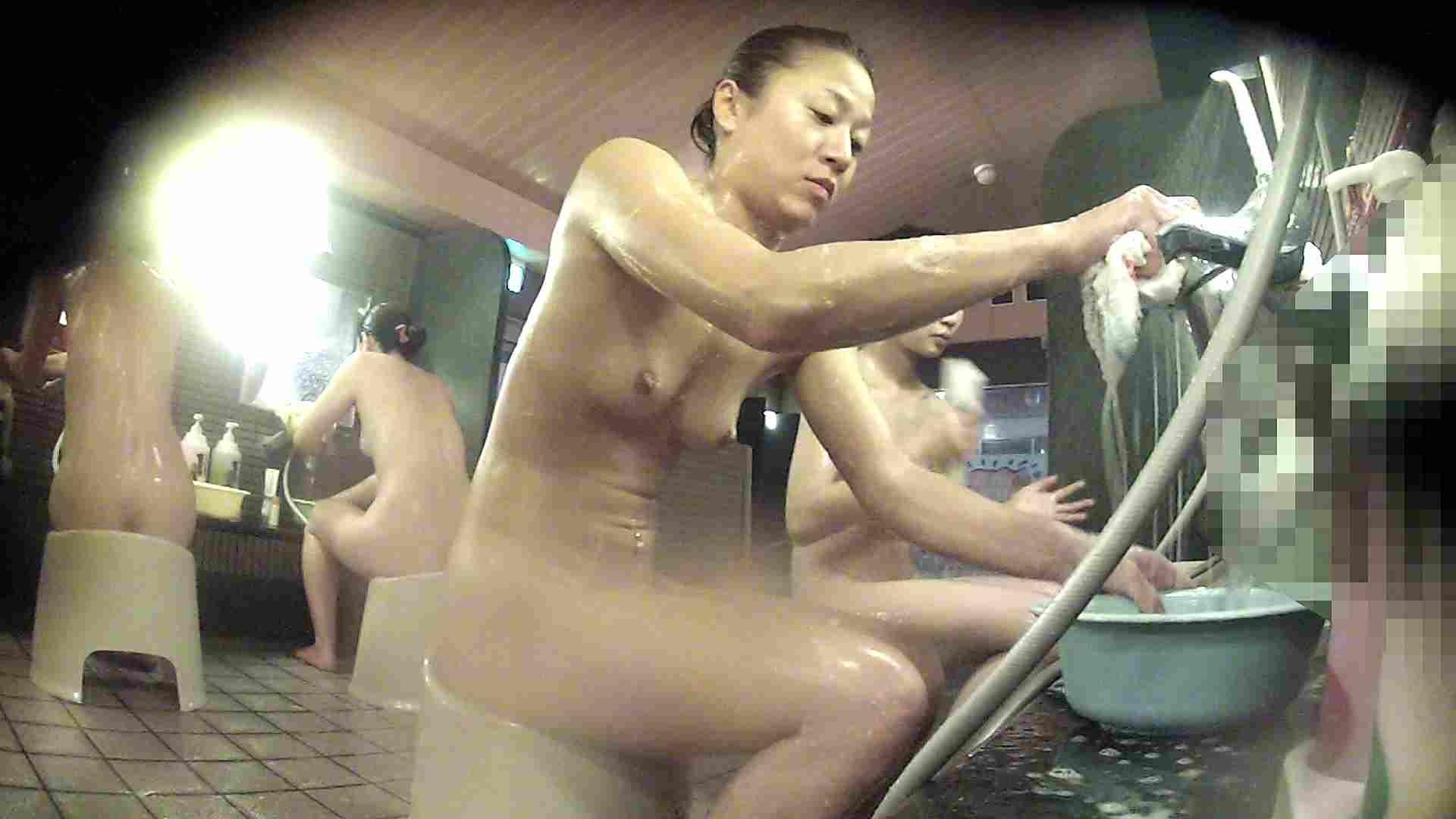 洗い場!対照的な二人!手前の美人さんは若い時遊んでましたね 銭湯  92pic 72