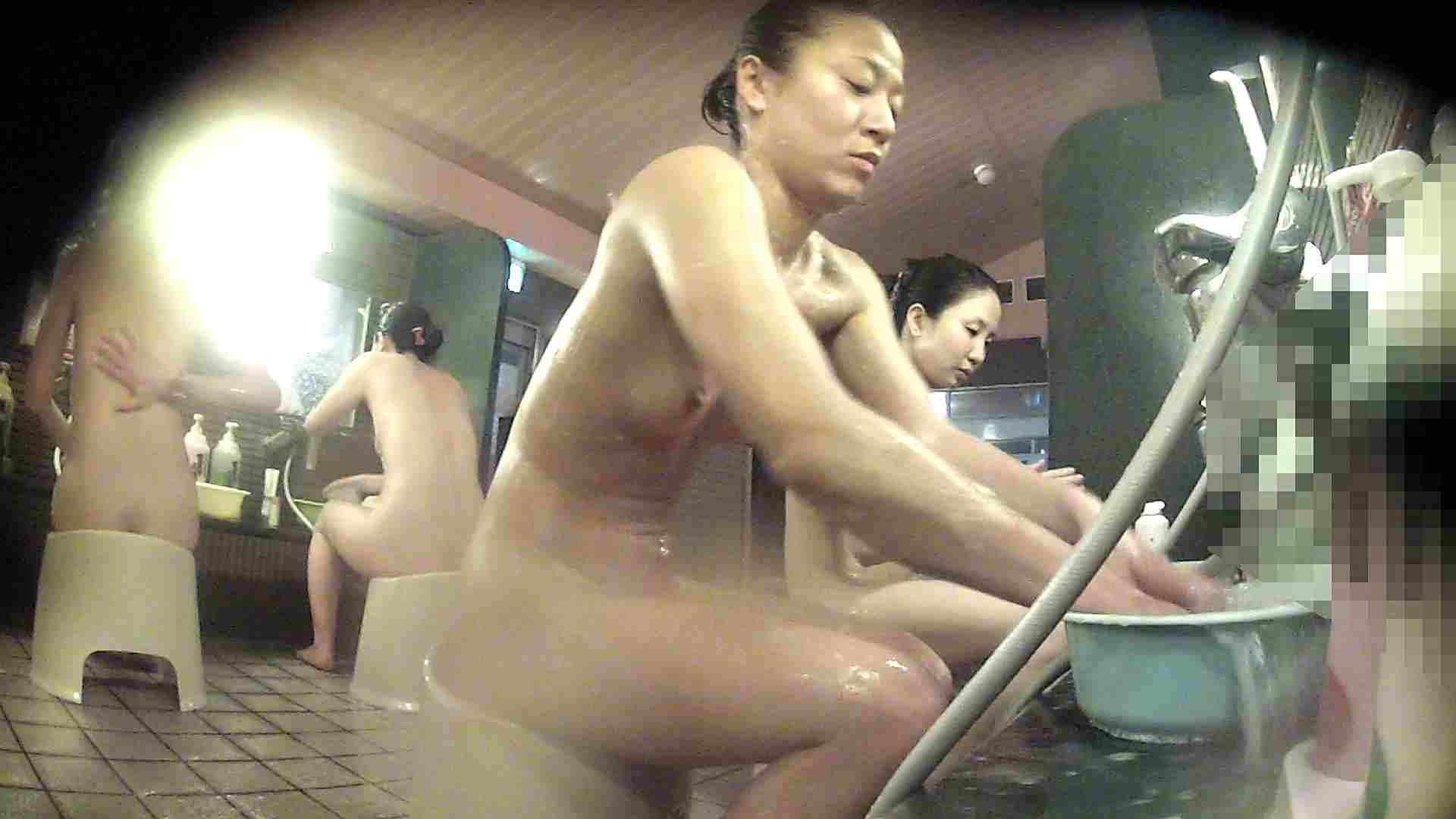 洗い場!対照的な二人!手前の美人さんは若い時遊んでましたね 銭湯 | 美人  92pic 76