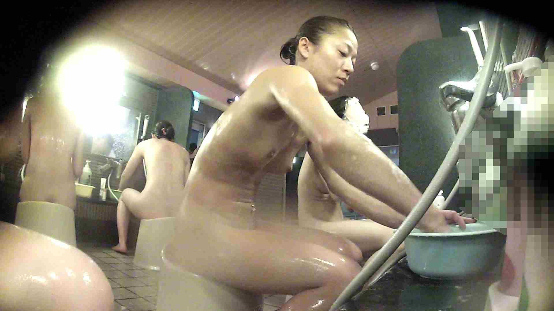 洗い場!対照的な二人!手前の美人さんは若い時遊んでましたね 銭湯  92pic 81