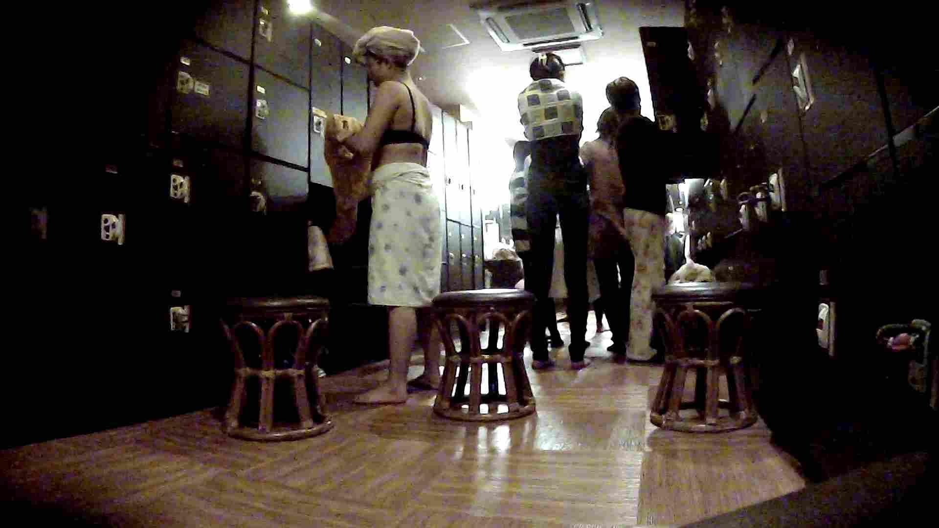 脱衣所!オムニバス 大混雑!注目はあの人の御御足でしょう。 脱衣所 盗撮戯れ無修正画像 25pic 2