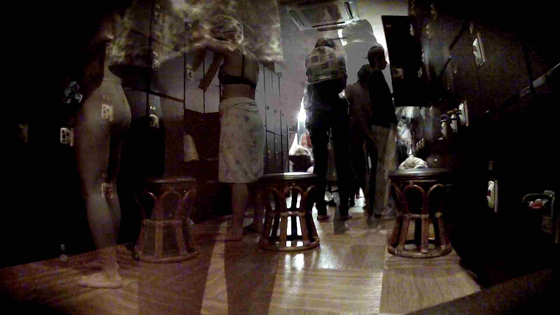 脱衣所!オムニバス 大混雑!注目はあの人の御御足でしょう。 脱衣所 盗撮戯れ無修正画像 25pic 5