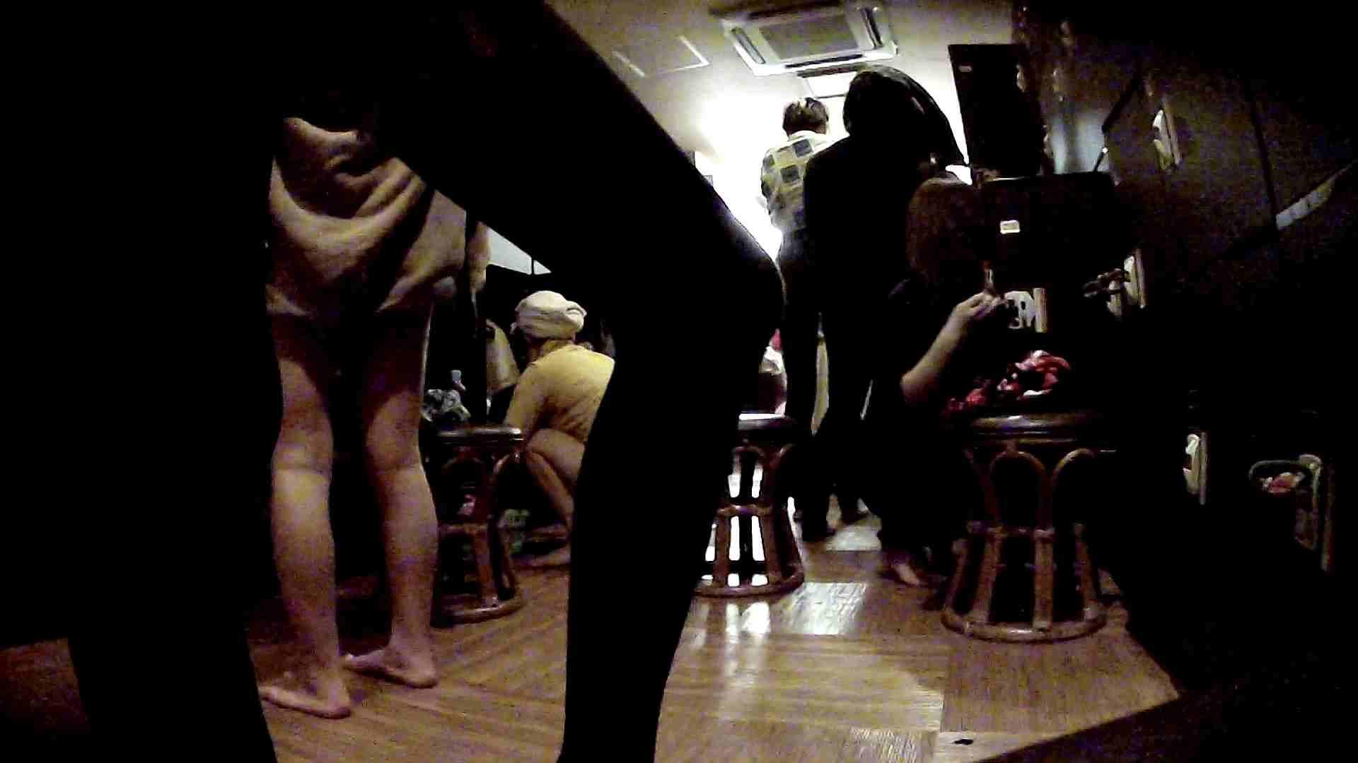 脱衣所!オムニバス 大混雑!注目はあの人の御御足でしょう。 脱衣所 盗撮戯れ無修正画像 25pic 11