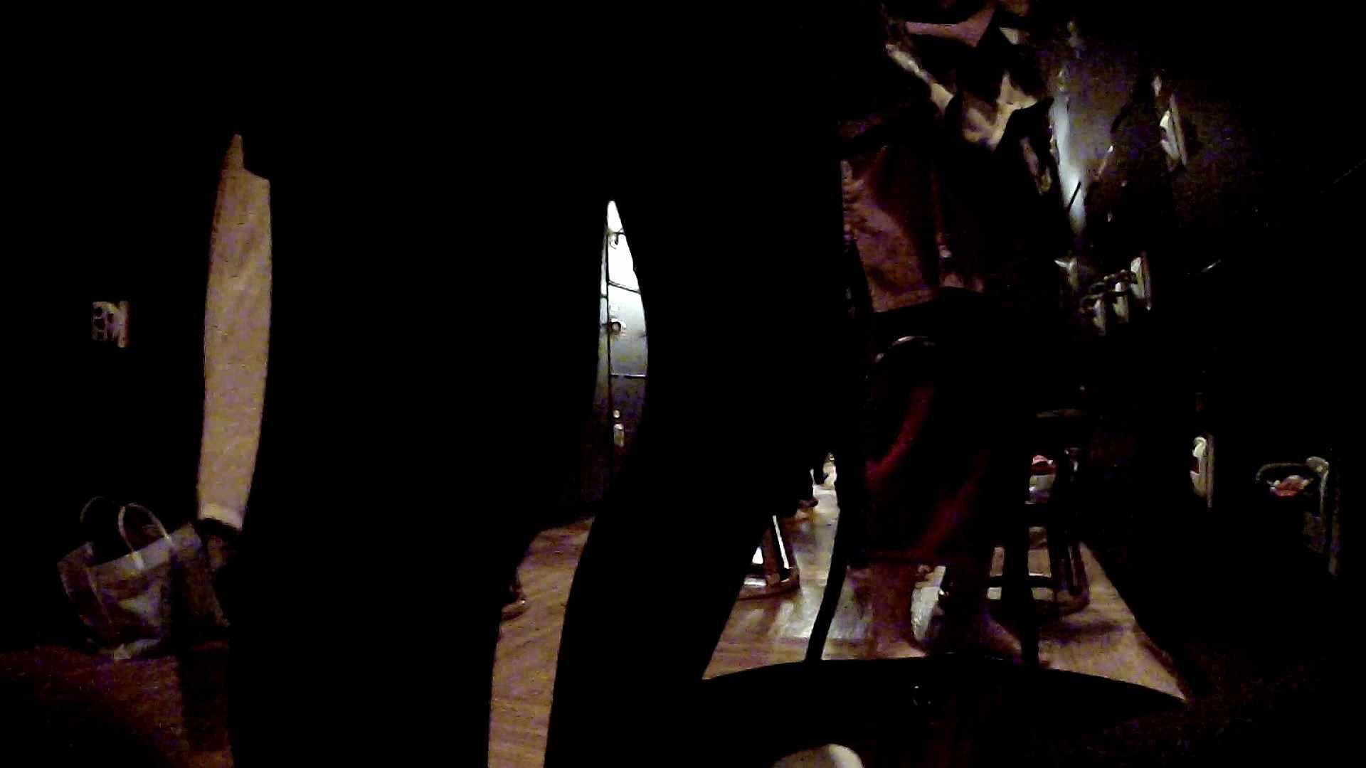 脱衣所!オムニバス 大混雑!注目はあの人の御御足でしょう。 脱衣所 盗撮戯れ無修正画像 25pic 14