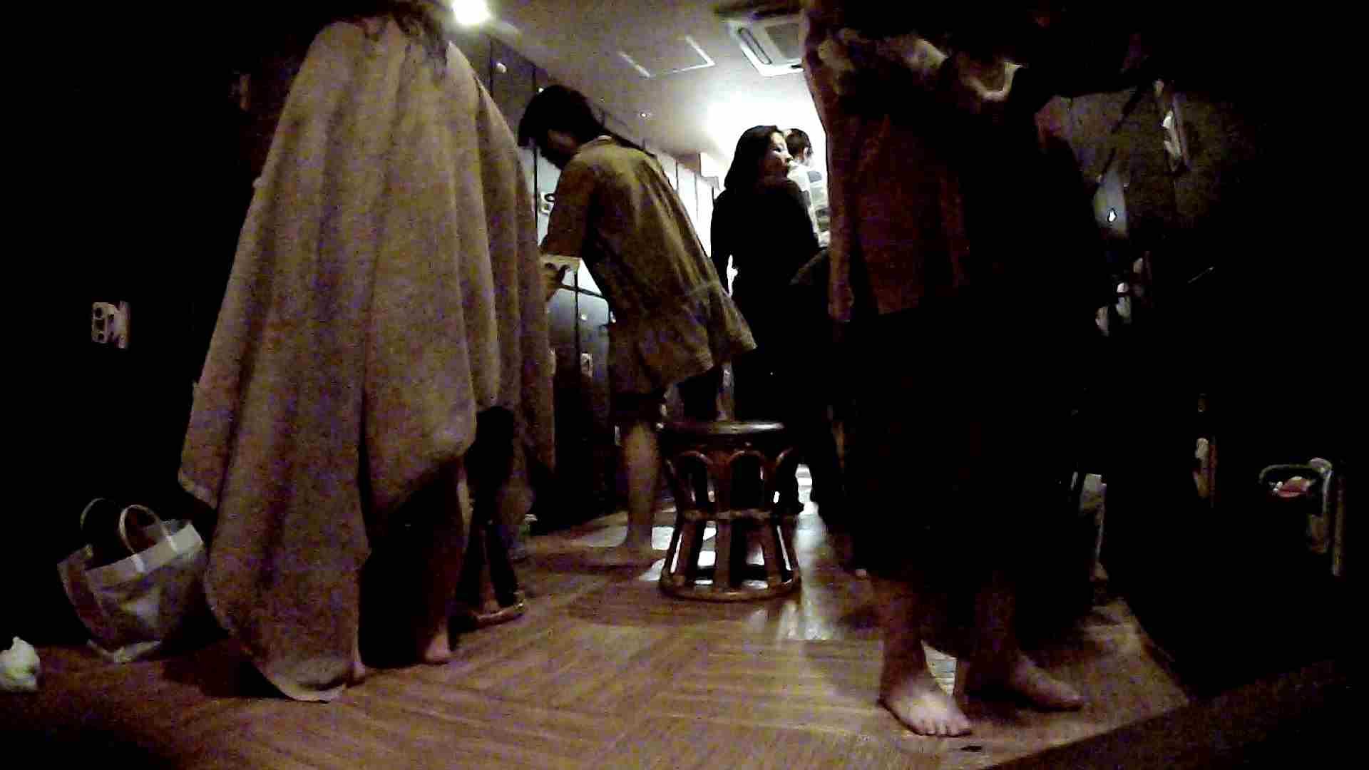 脱衣所!オムニバス 大混雑!注目はあの人の御御足でしょう。 脱衣所 盗撮戯れ無修正画像 25pic 17