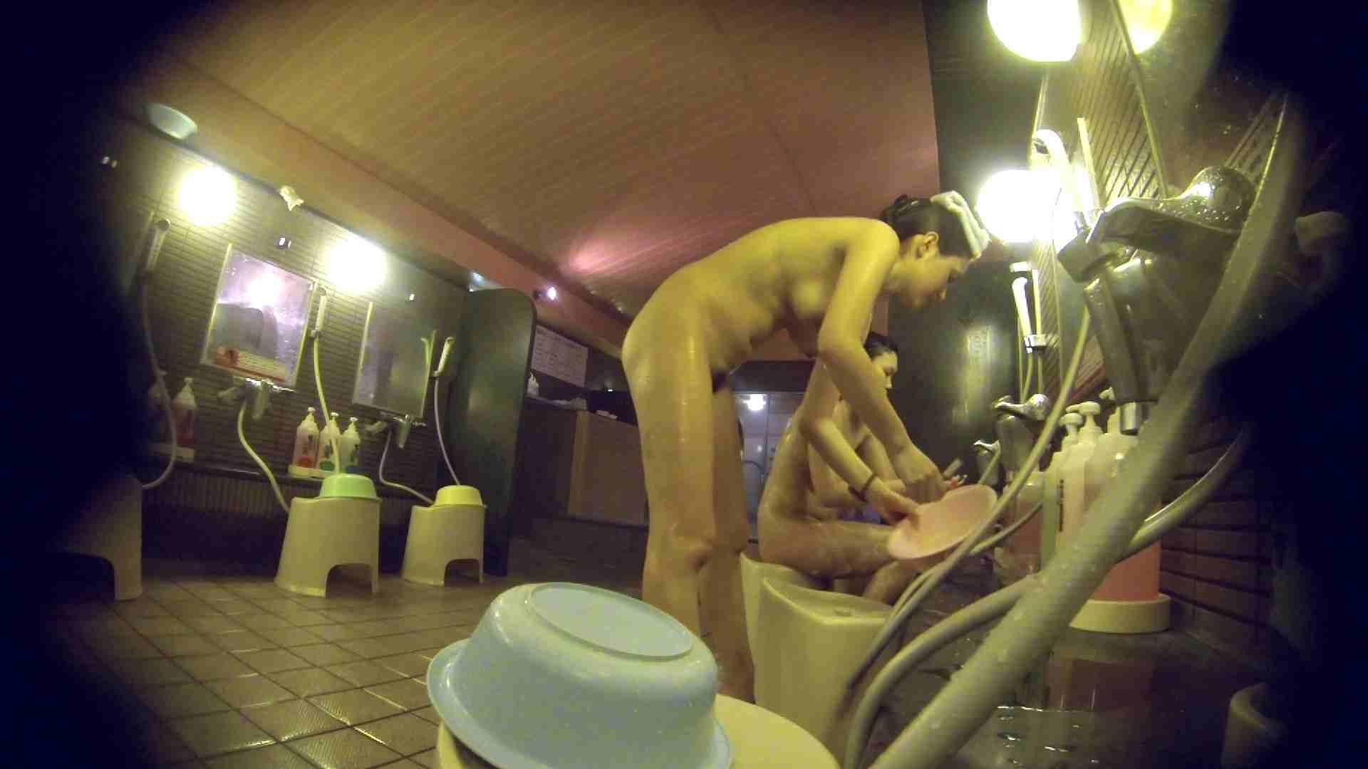 洗い場!スタイル抜群で柔らかそうに揺れるオッパイ 潜入  85pic 14
