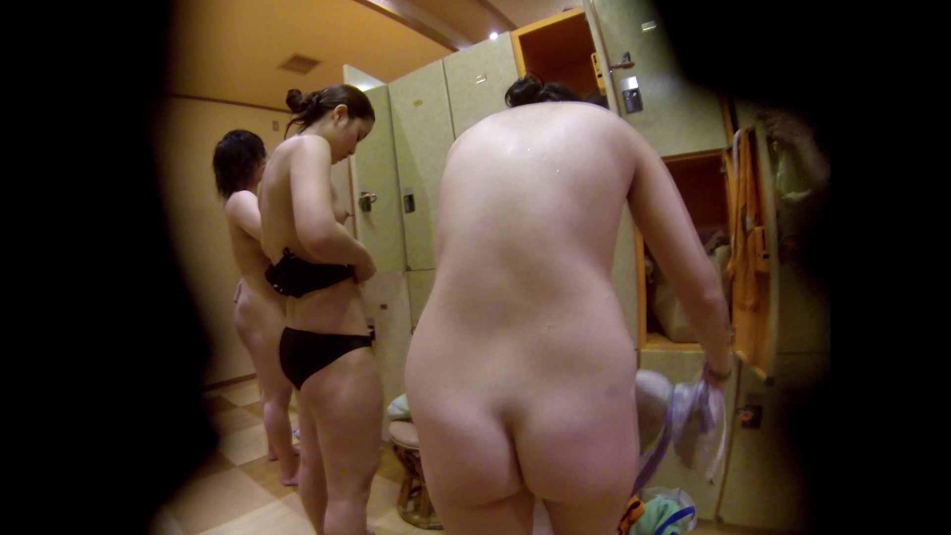 追い撮り!脱衣~洗い場、徹底追跡!撮り師さんに拍手!! 潜入  20pic 15