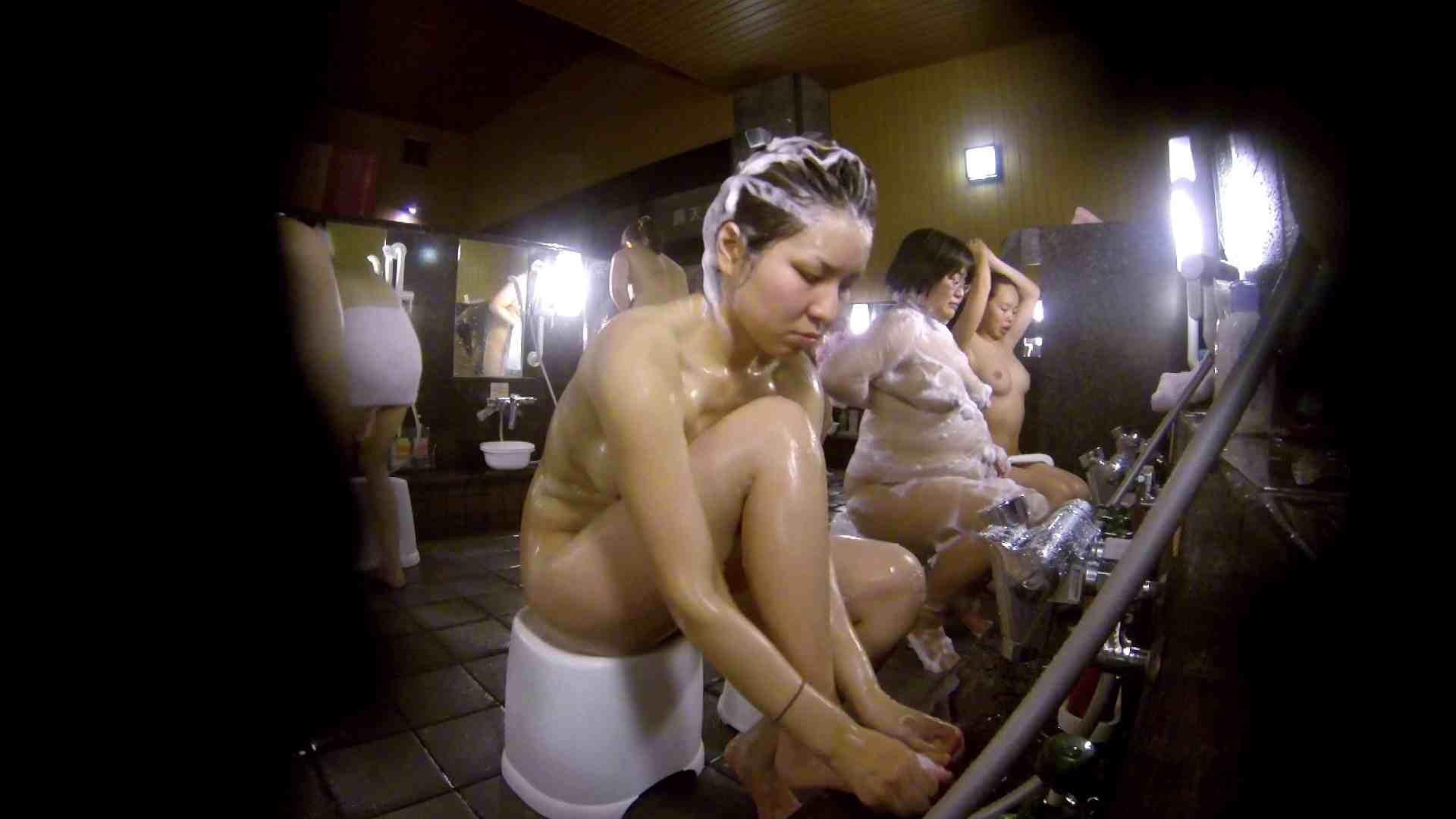 洗い場!色白でなかなかの美巨乳。柔らかく揺れまくりです 銭湯 盗み撮りオマンコ動画キャプチャ 92pic 2