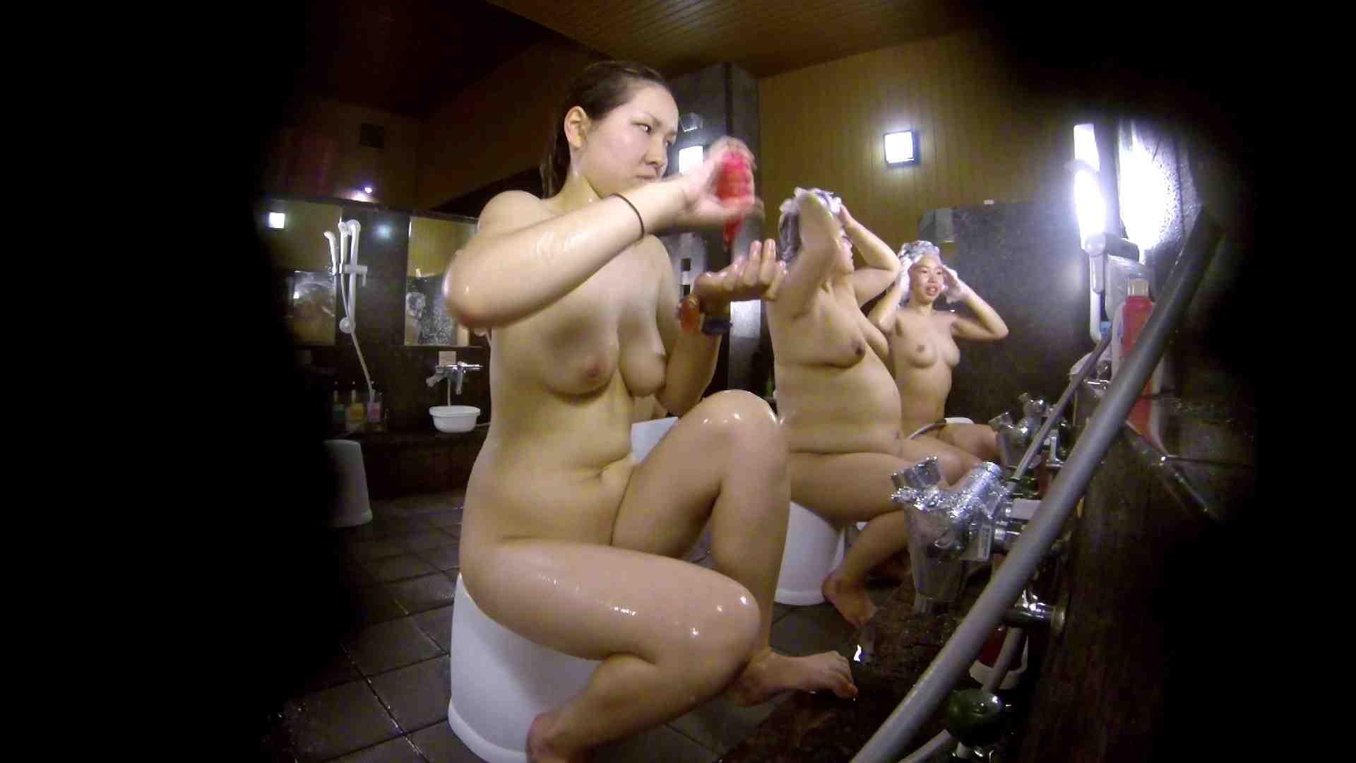洗い場!色白でなかなかの美巨乳。柔らかく揺れまくりです 銭湯 盗み撮りオマンコ動画キャプチャ 92pic 56