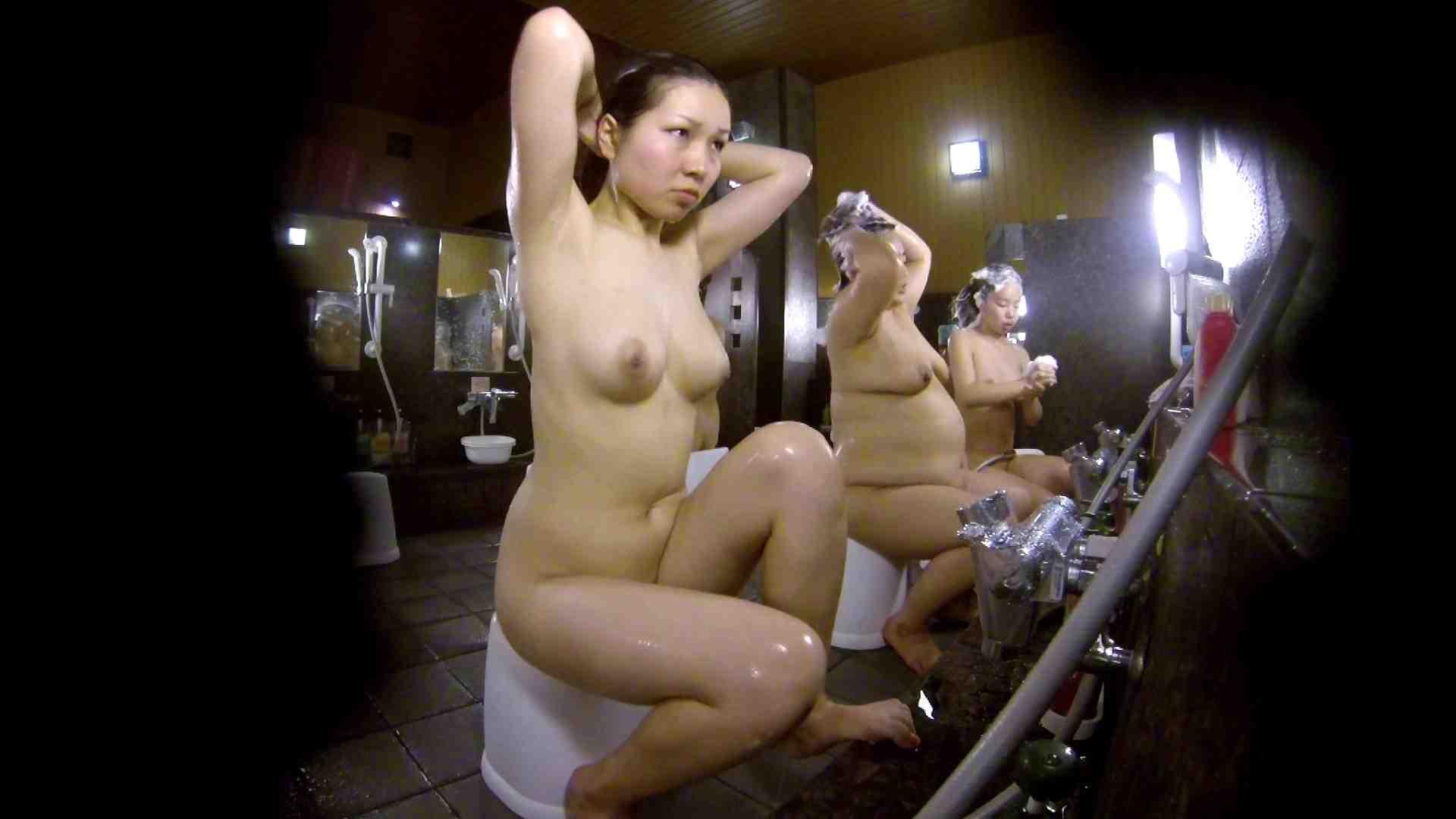 洗い場!色白でなかなかの美巨乳。柔らかく揺れまくりです 銭湯 盗み撮りオマンコ動画キャプチャ 92pic 59