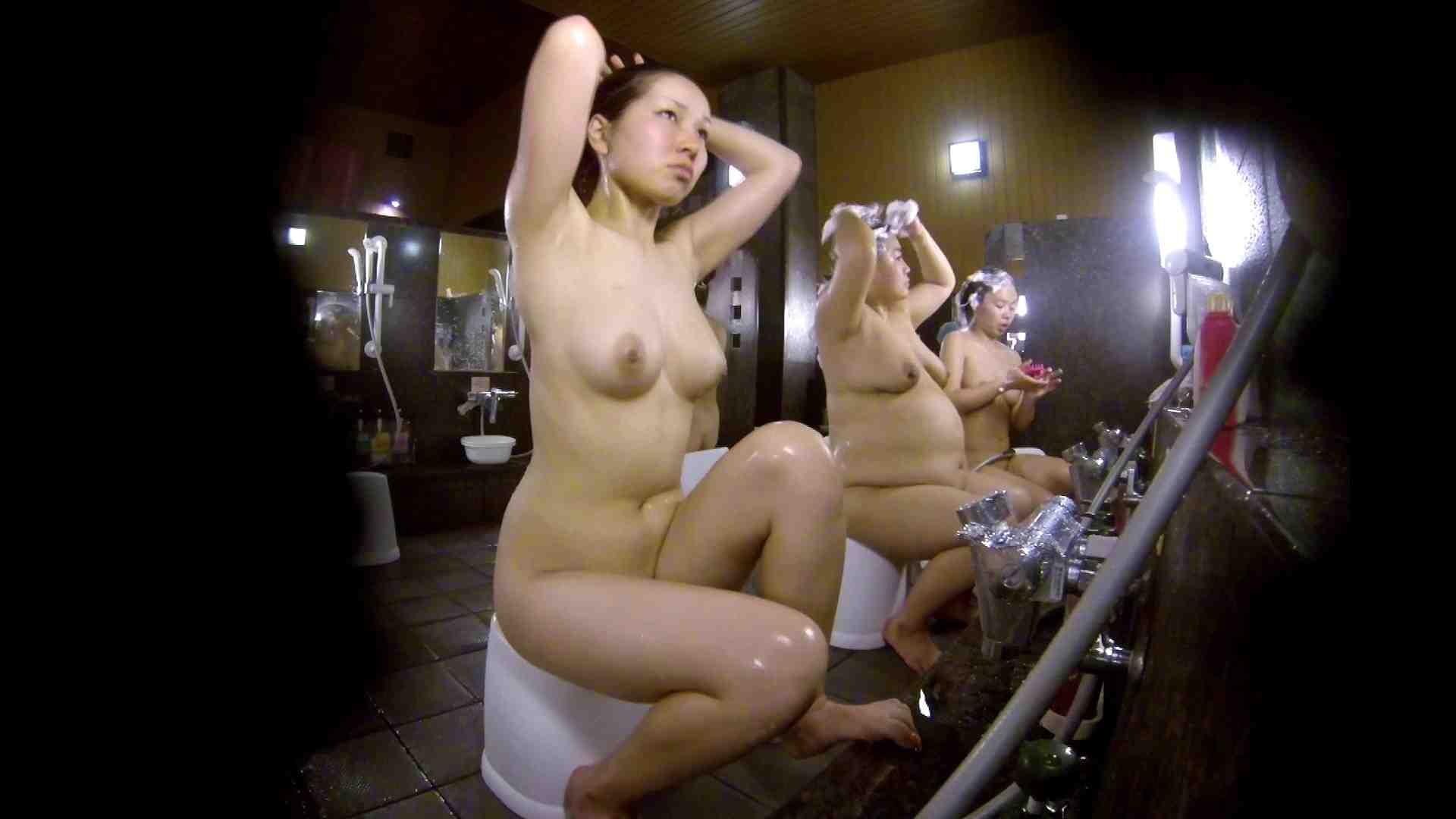 洗い場!色白でなかなかの美巨乳。柔らかく揺れまくりです 銭湯 盗み撮りオマンコ動画キャプチャ 92pic 62