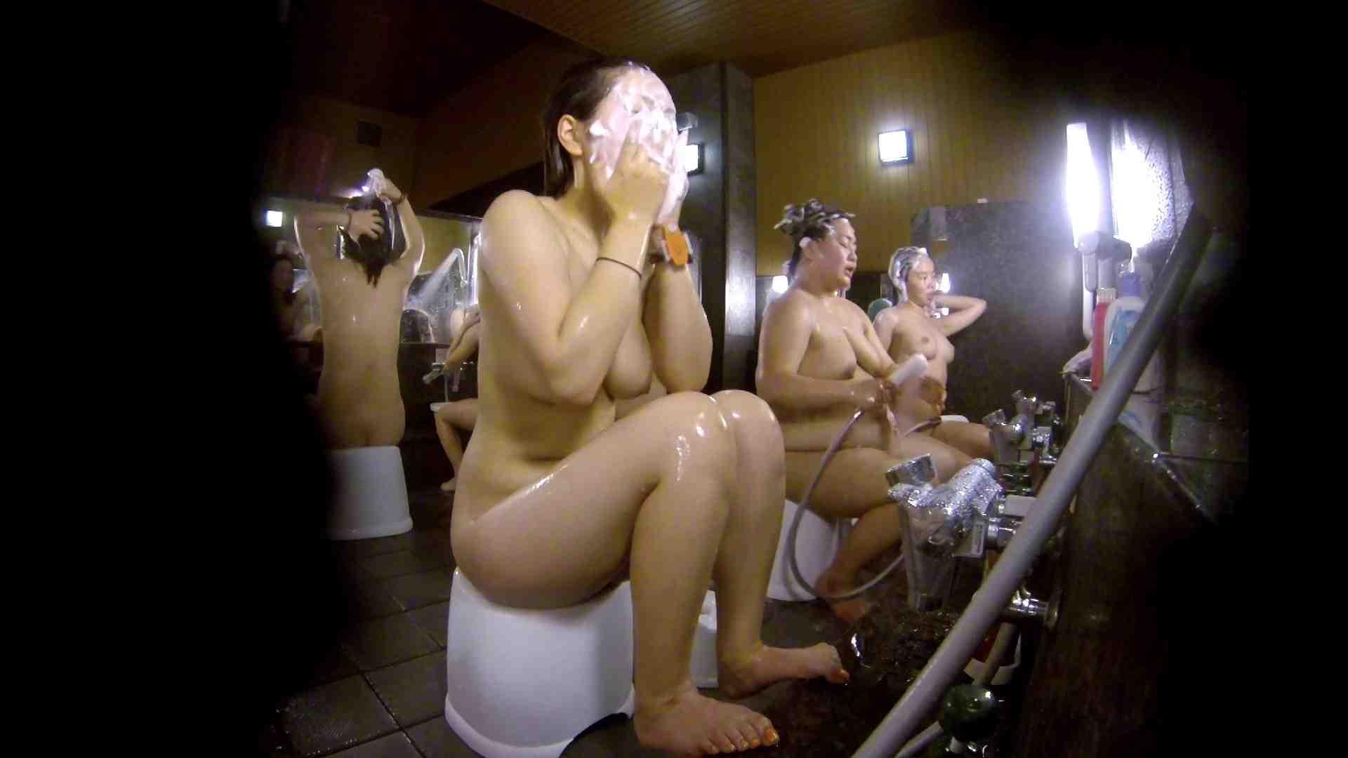 洗い場!色白でなかなかの美巨乳。柔らかく揺れまくりです 銭湯 盗み撮りオマンコ動画キャプチャ 92pic 77