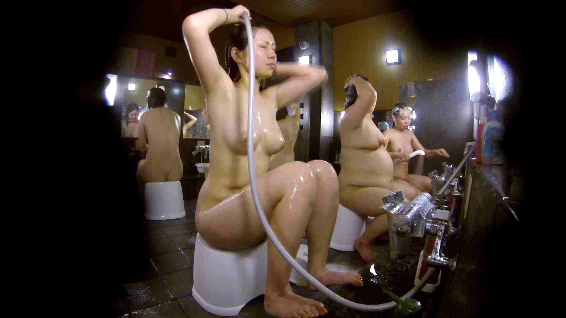 洗い場!色白でなかなかの美巨乳。柔らかく揺れまくりです 銭湯 盗み撮りオマンコ動画キャプチャ 92pic 92