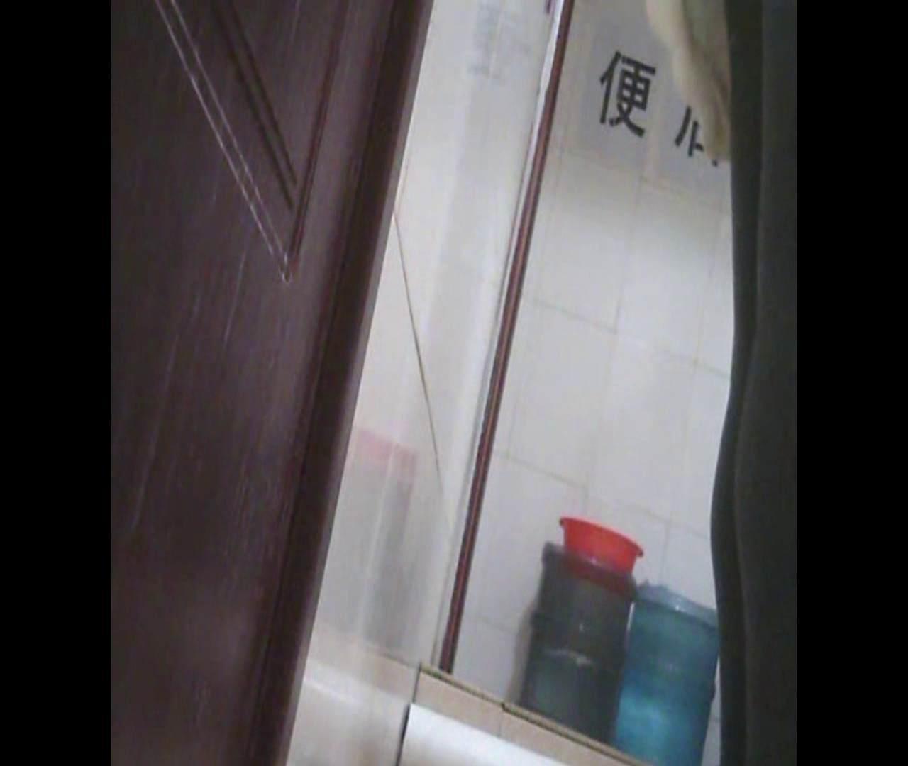 Vol.03 黒縁メガネが似合ってます。 洗面所 盗撮動画紹介 76pic 14