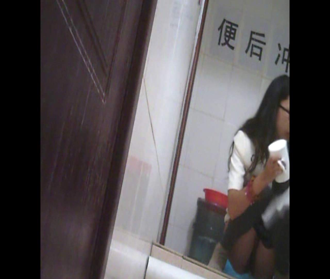 Vol.03 黒縁メガネが似合ってます。 洗面所 盗撮動画紹介 76pic 29