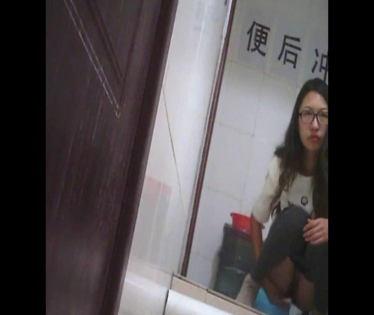 Vol.03 黒縁メガネが似合ってます。 洗面所 盗撮動画紹介 76pic 62
